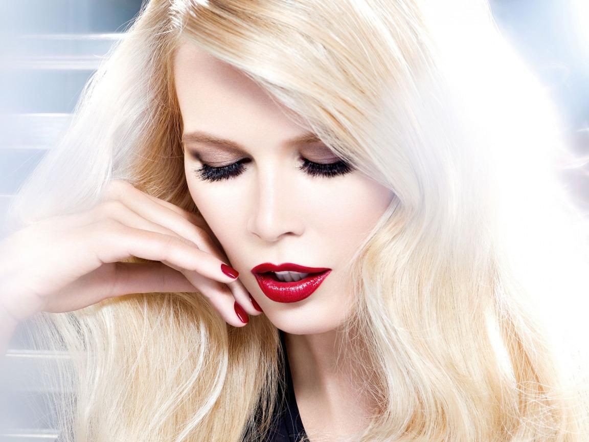 Картинки блондинки с красной помаду