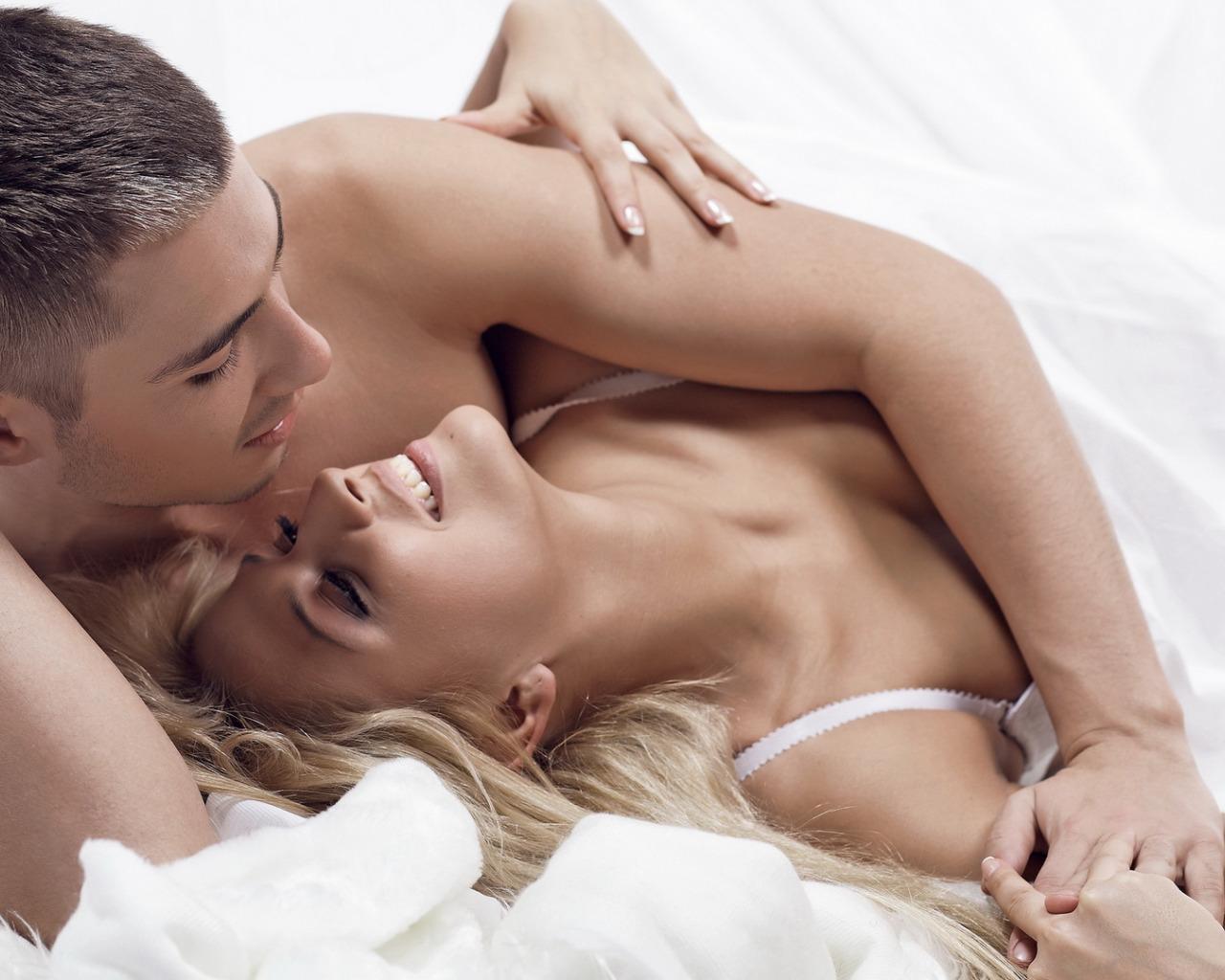strastniy-seks-posle-progulki-onlayn-nezabivaemiy-utrenniy-seks-v-posteli