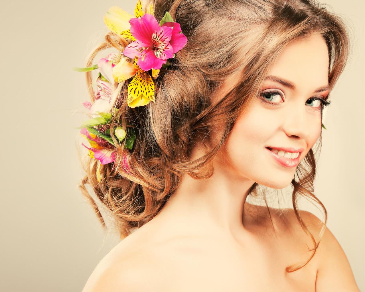 Прически для девушек средние волосы