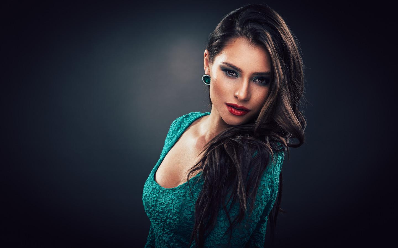 http://img3.goodfon.ru/original/1440x900/f/96/devushka-model-vzglyad-makiyazh-6356.jpg