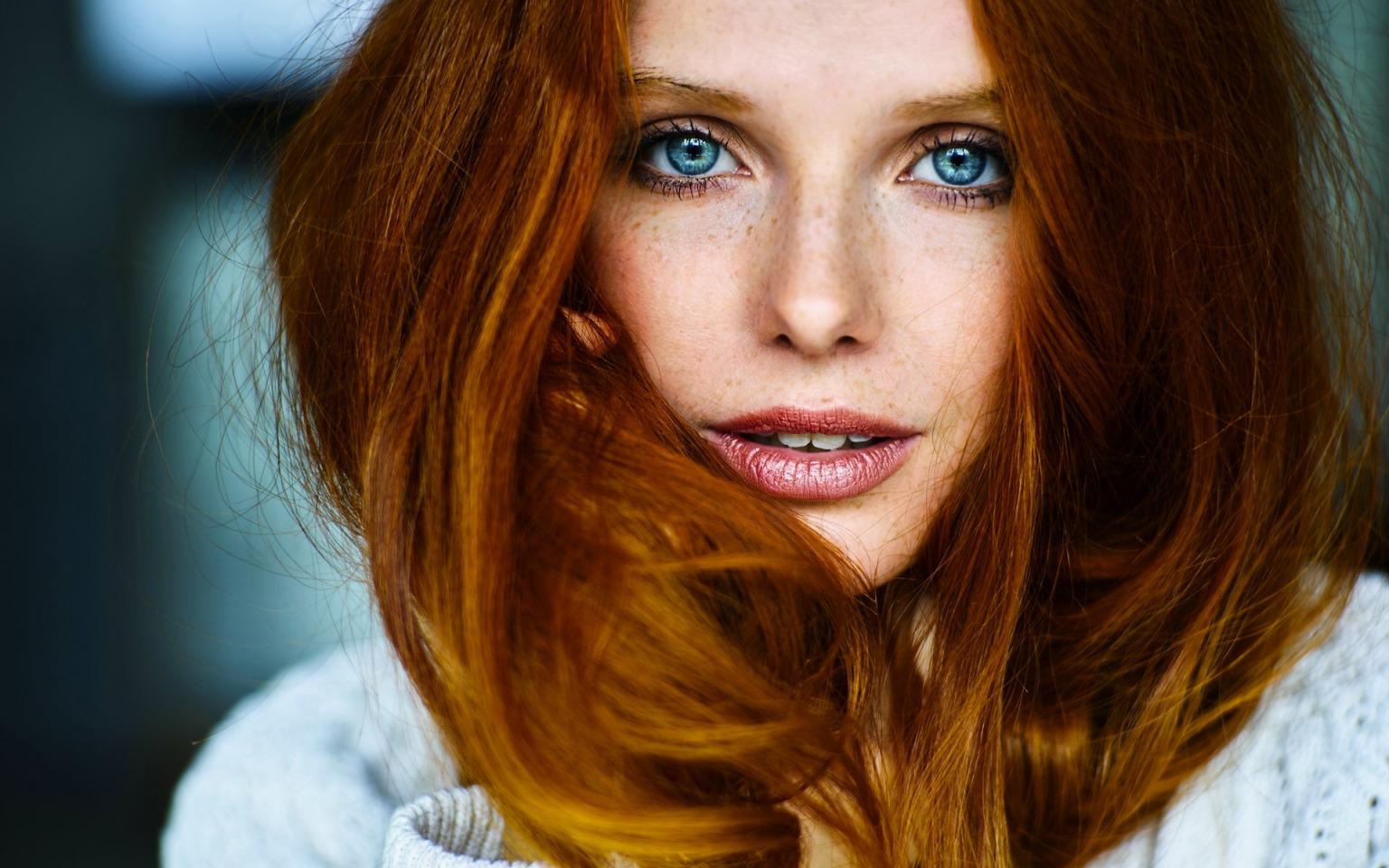 Рыжеволосые и голубоглазые девушки фото