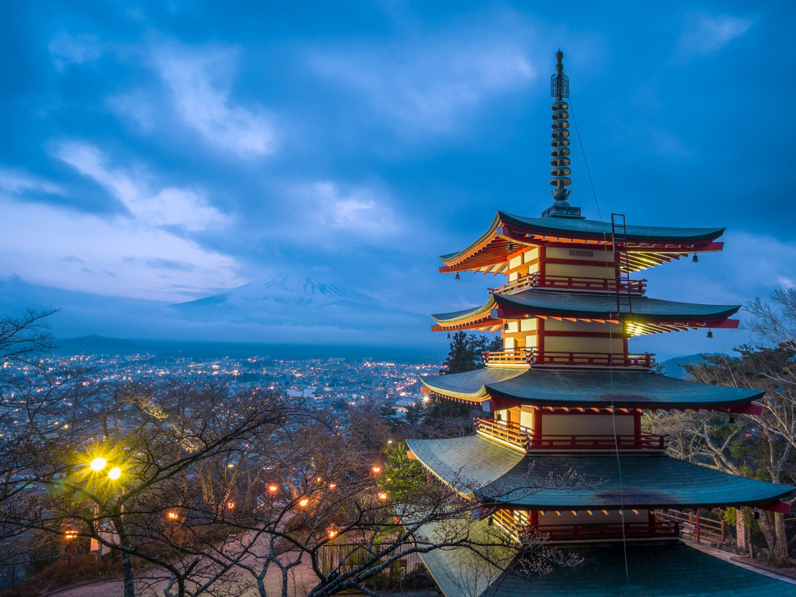 https://img3.goodfon.ru/original/1600x1200/9/f6/yaponiya-pagoda-svet-zakat.jpg