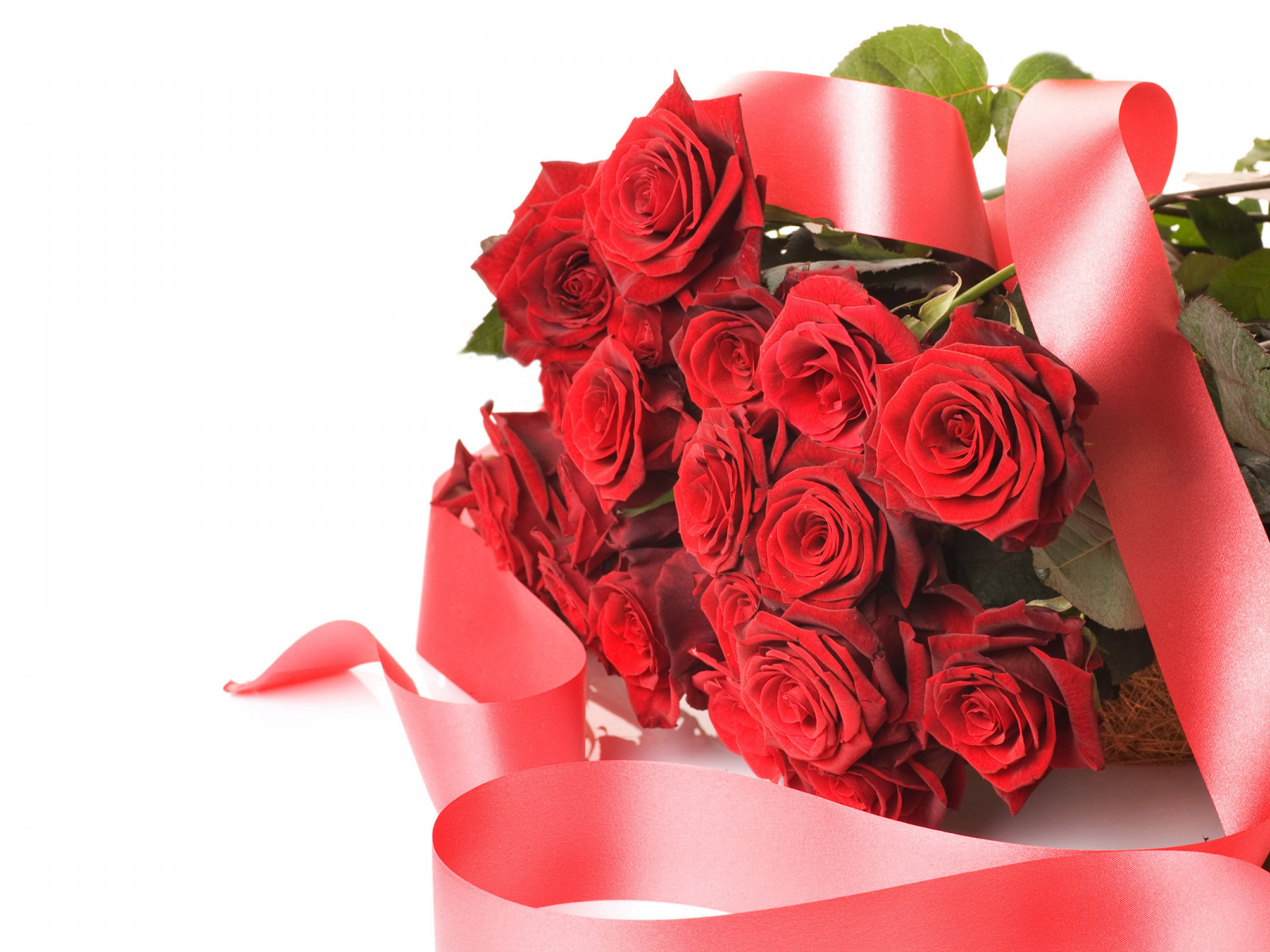 Открытки с днем рождения с букетом красных роз