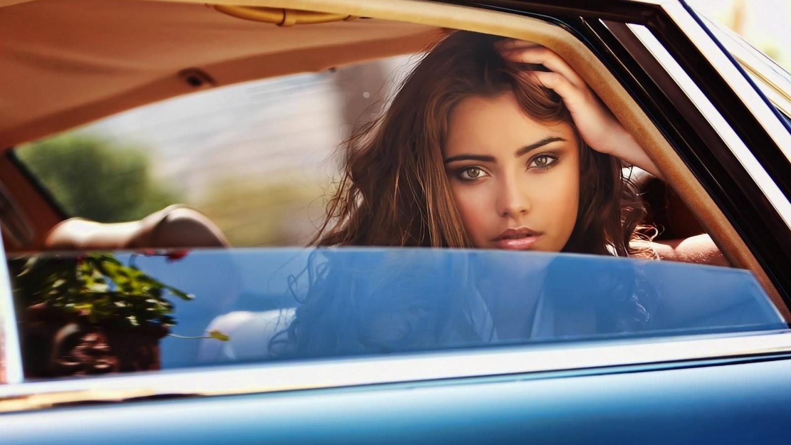 И картинки красивые в машине, люблю тебя