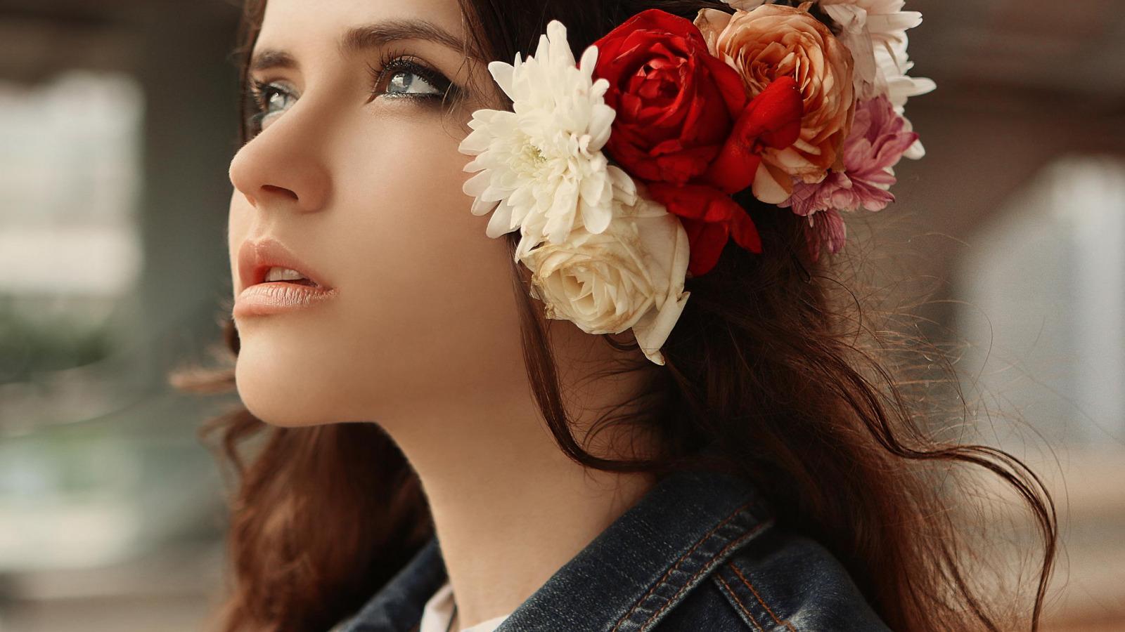 Картинки девушка с цветком