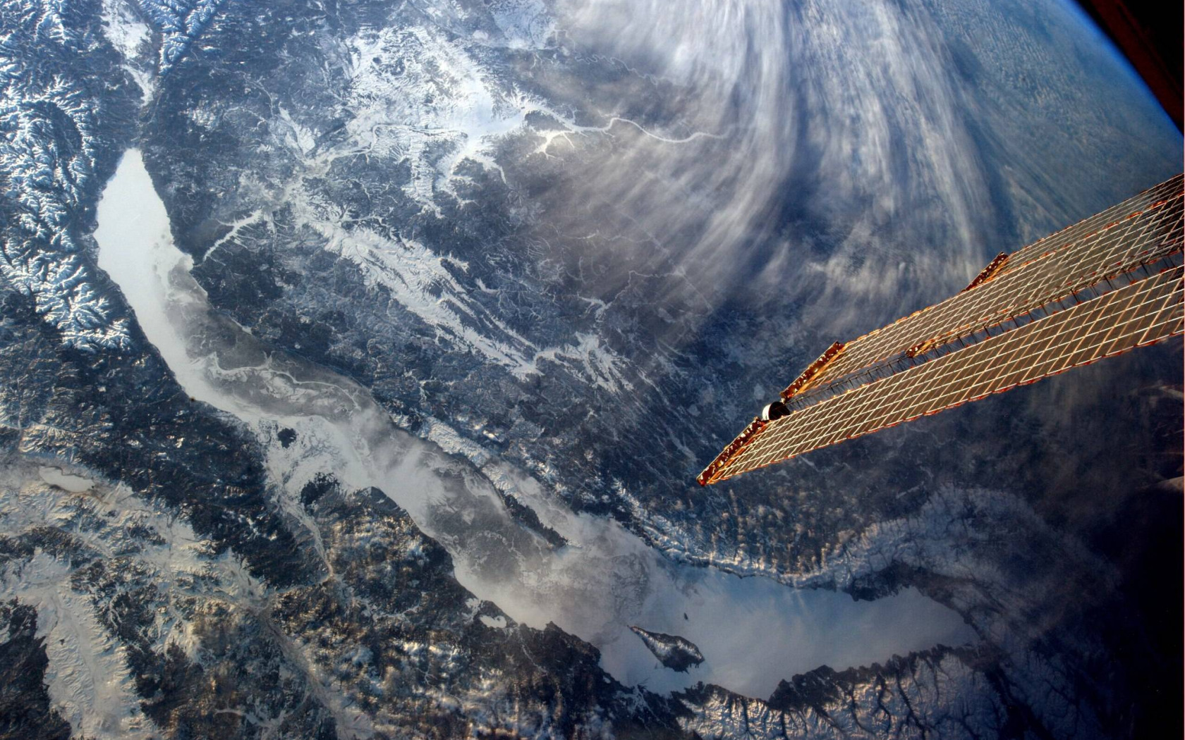 baykal-iz-kosmosa-vid-sputnik.jpg