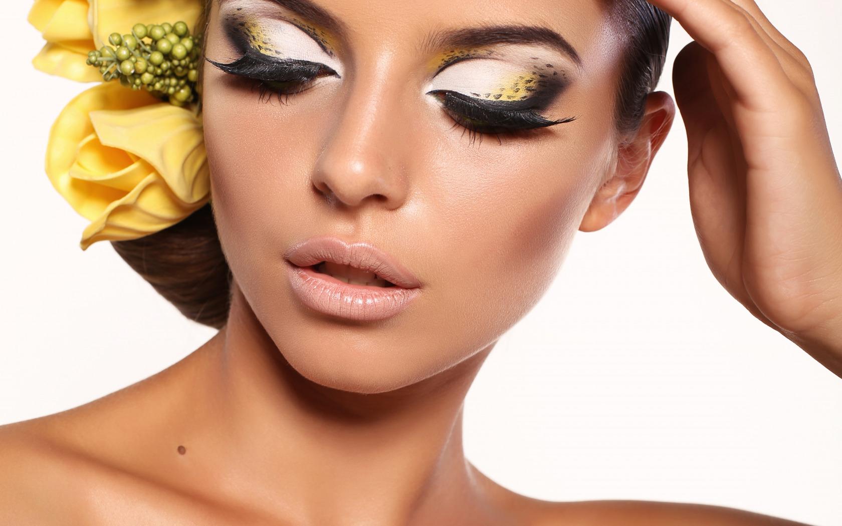 Фото девушек с профессиональным макияжем