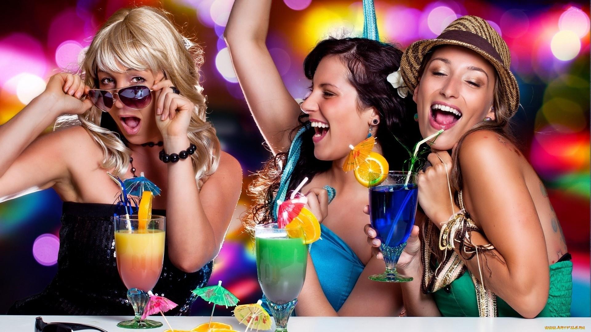 Веселая дискотека с пьяными девушками глубокий минет глотанием