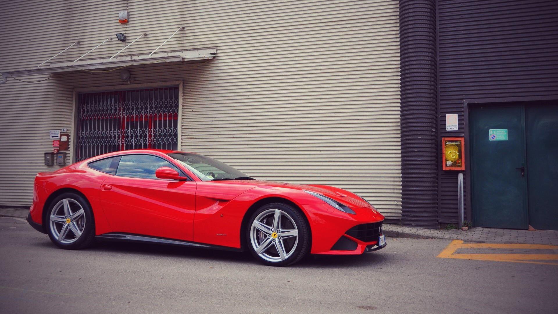 Ferrari F12 Berlinetta спорткар  № 553377  скачать