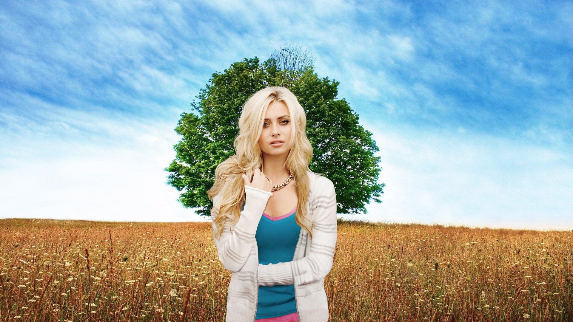 девушка поле деревья  № 3581974 бесплатно