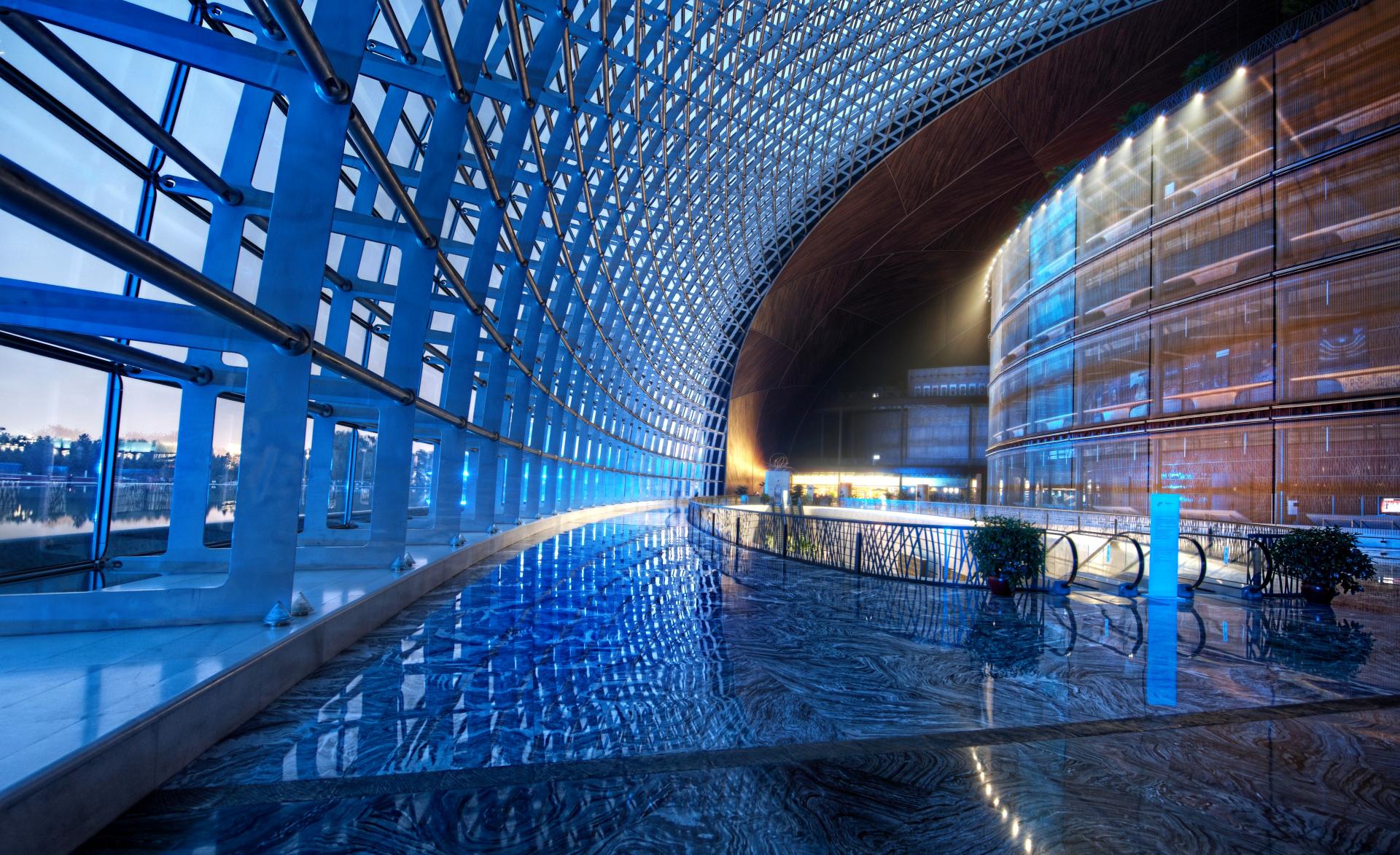 овальное стеклянное здание  № 2214434 бесплатно