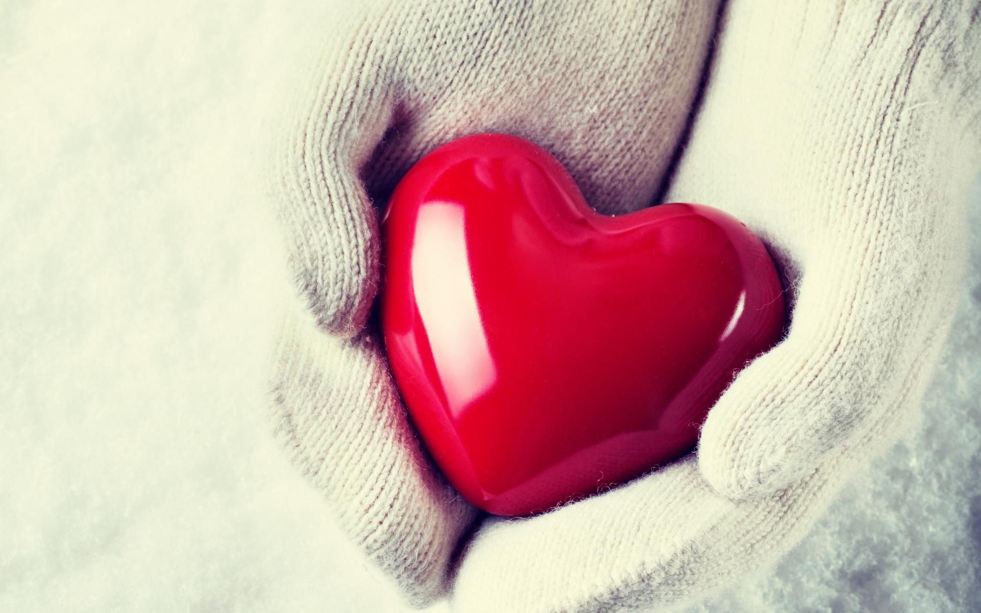 Сердце в ладошках  № 923379 без смс