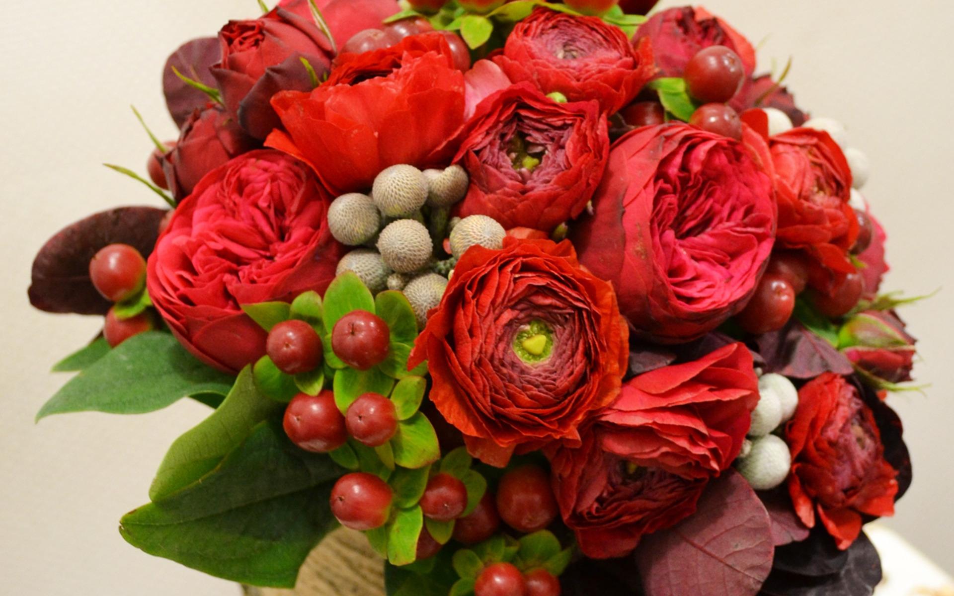 Букеты цветы с ягодами