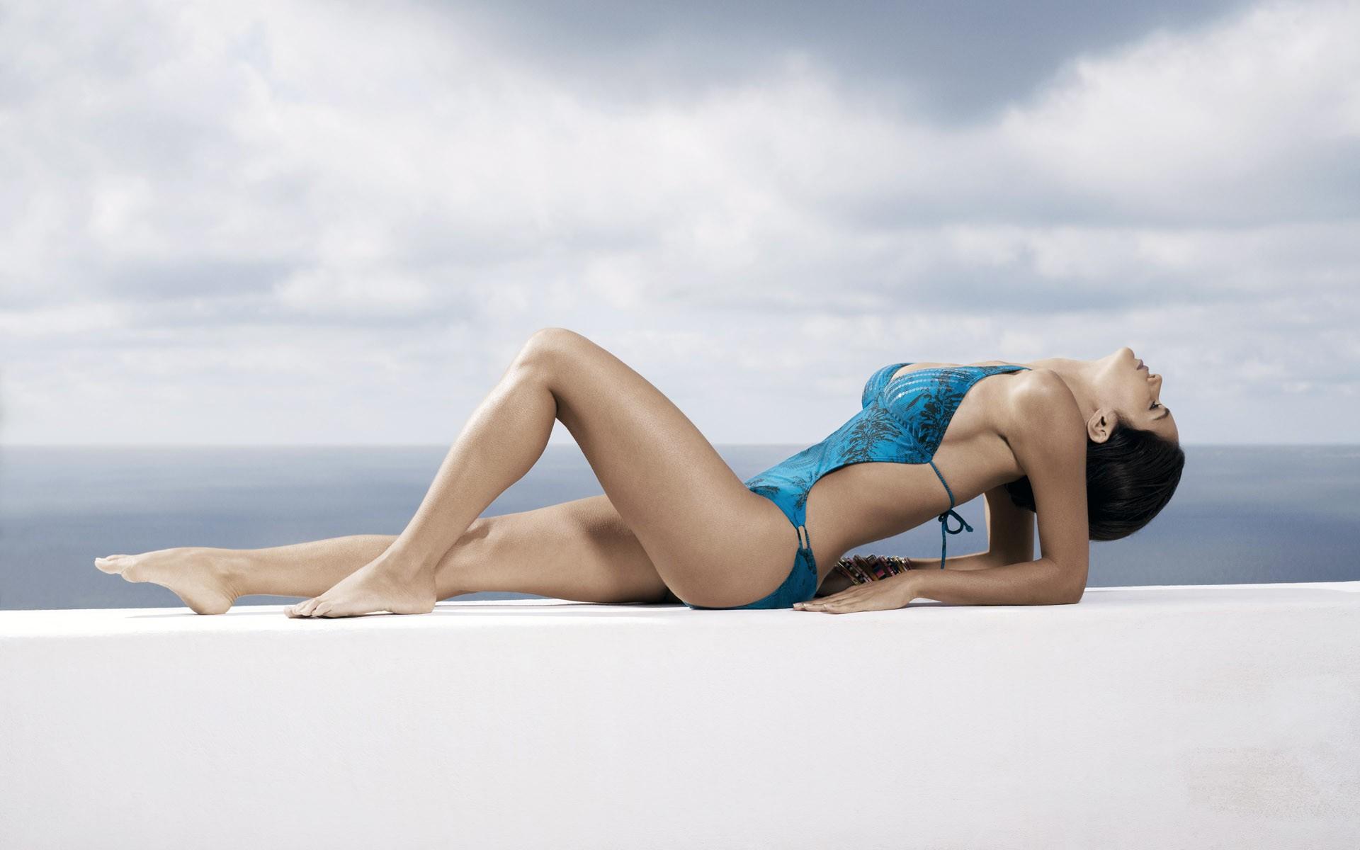 Порно тело девушки в купальнике картинки анал видео