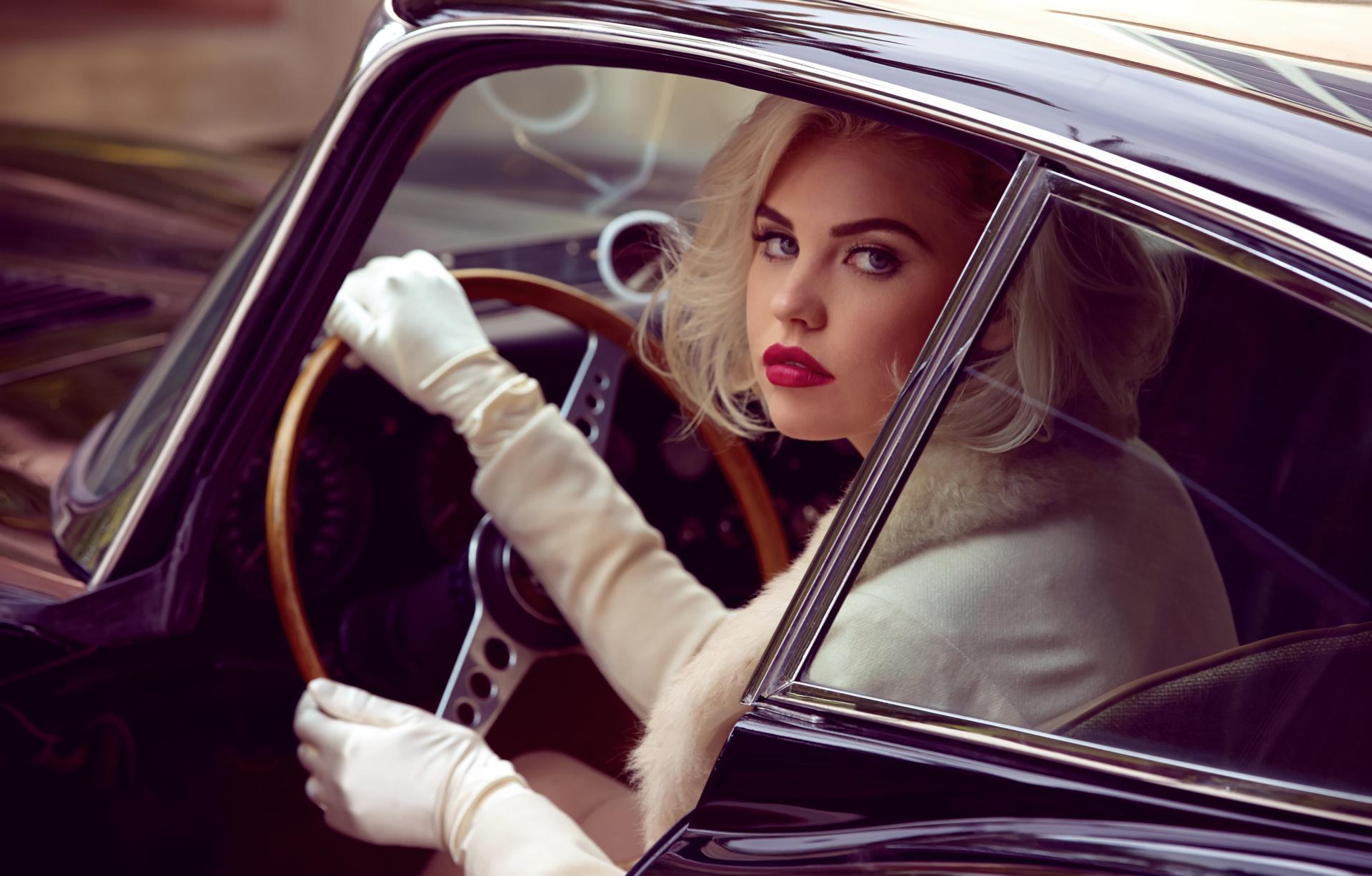 Картинка женщина у машины