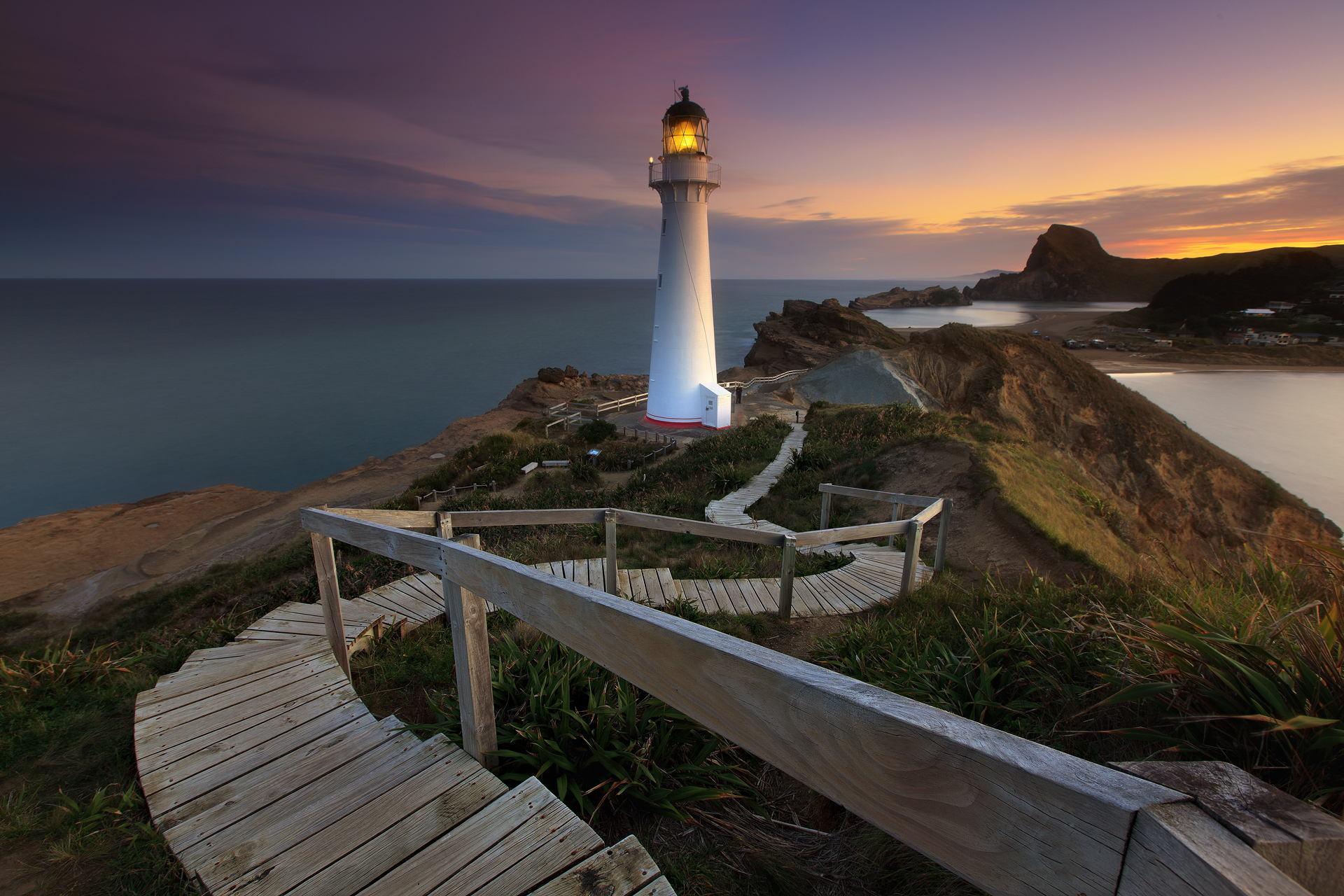 проводился фото маяка на скале с видом в море книга просто легко