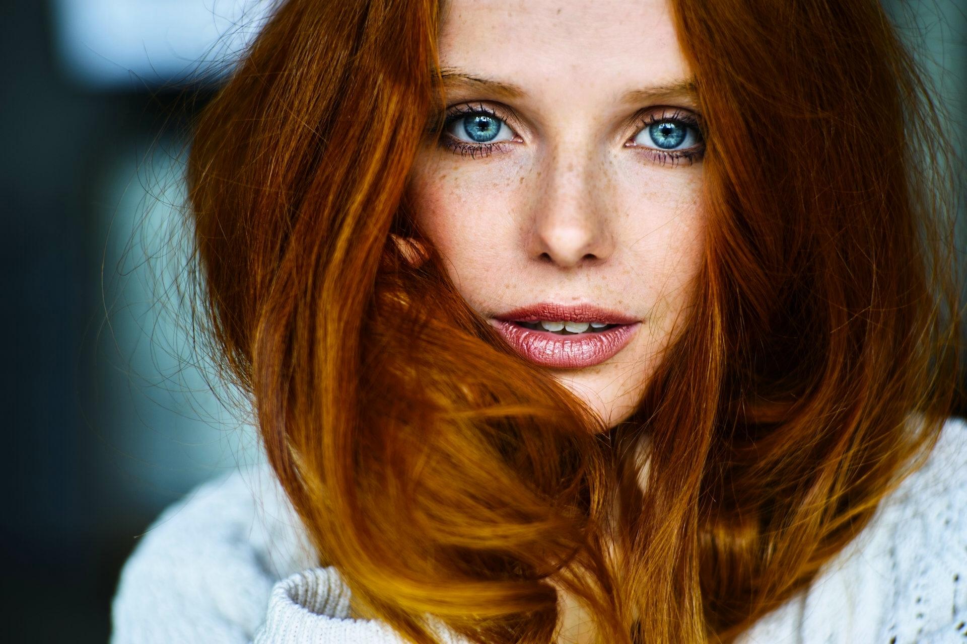Рыжие девушки с серо-голубыми глазами фото