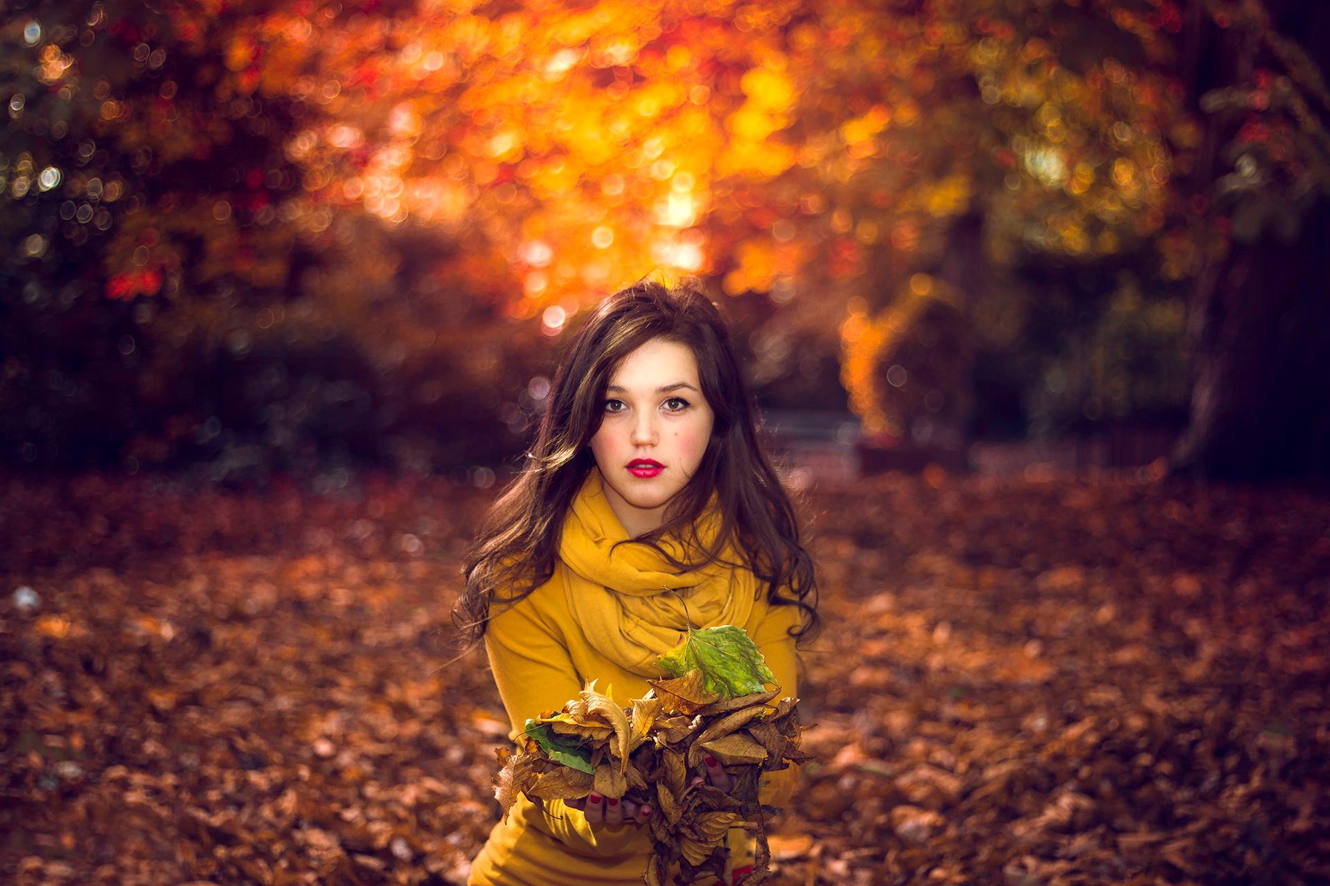 Картинки девушка на фоне осени
