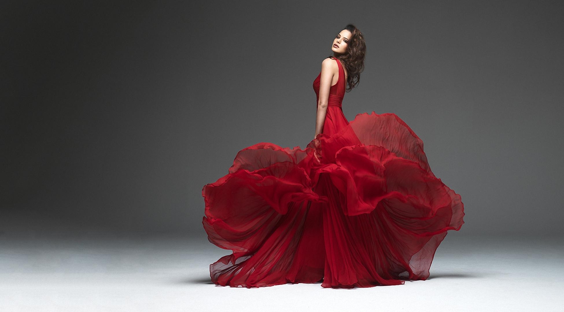 Картинки девушка в красном платье, баба снова