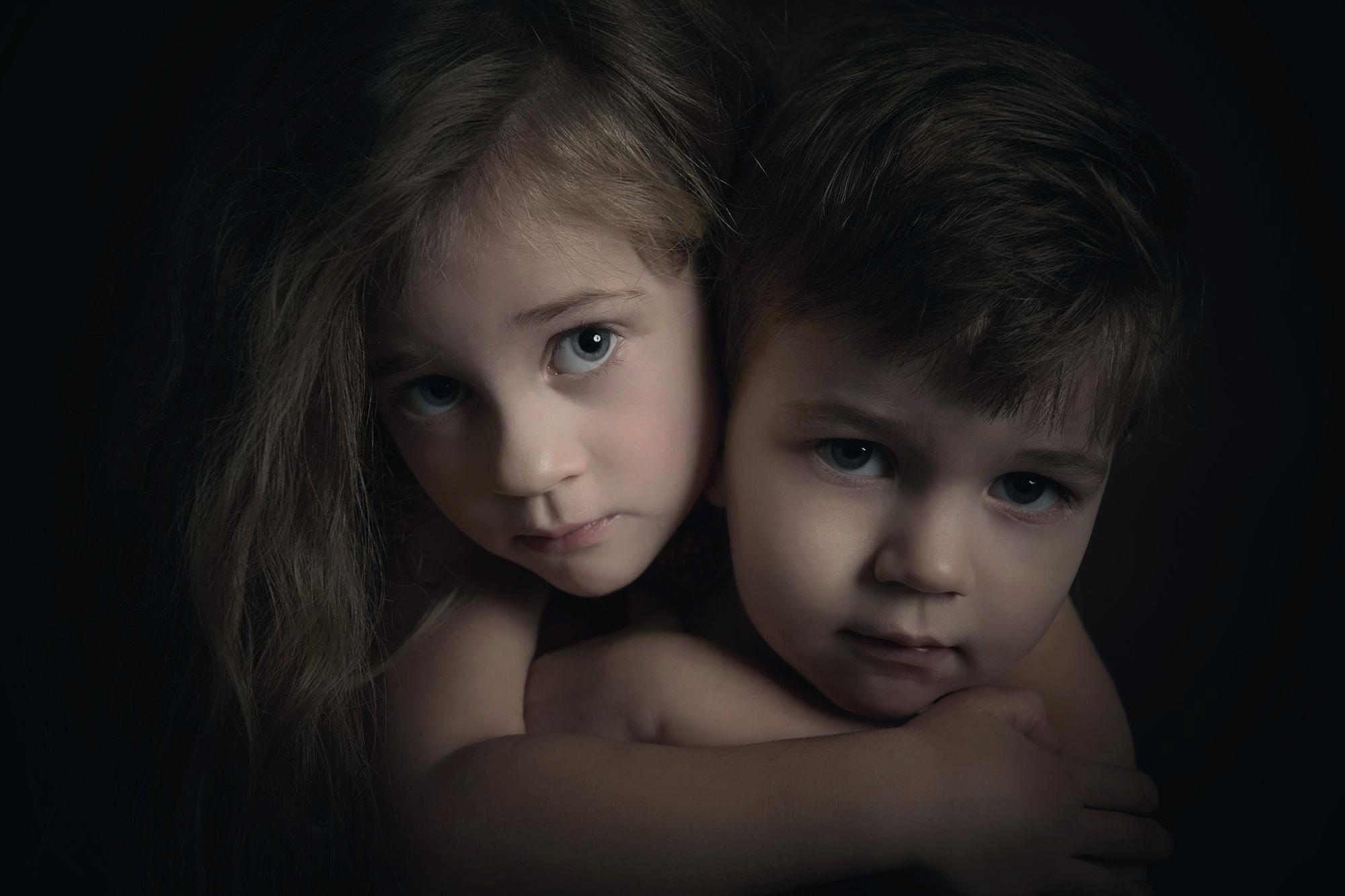 Смотрим порно секс брат с сестрой русском, Эротический фильм Вместе с сестрой онлайн HD 13 фотография