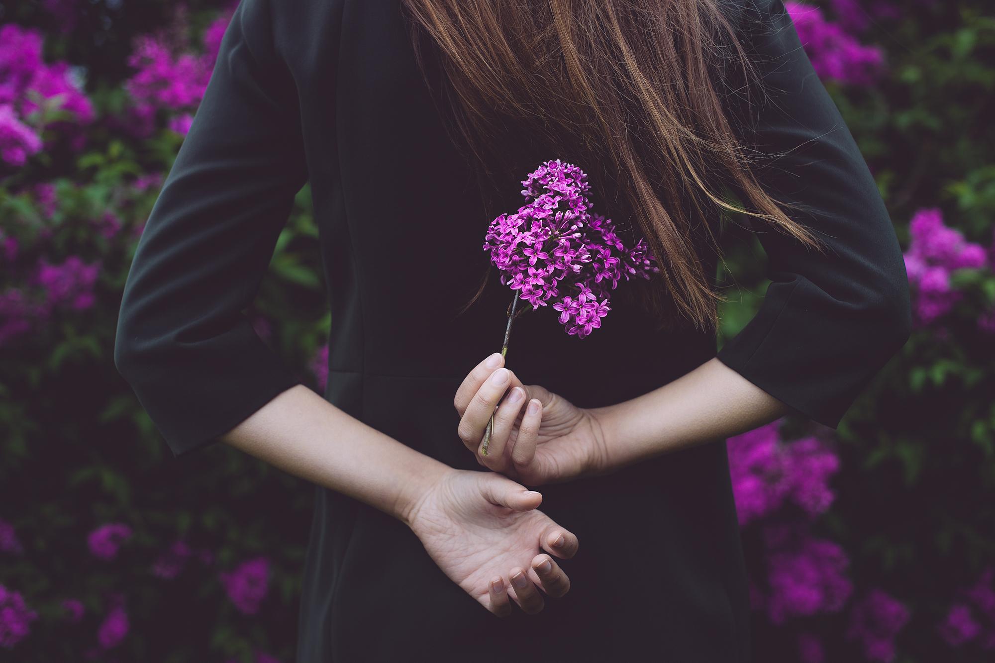 Картинки девушки с цветами со спины, картинка новый год