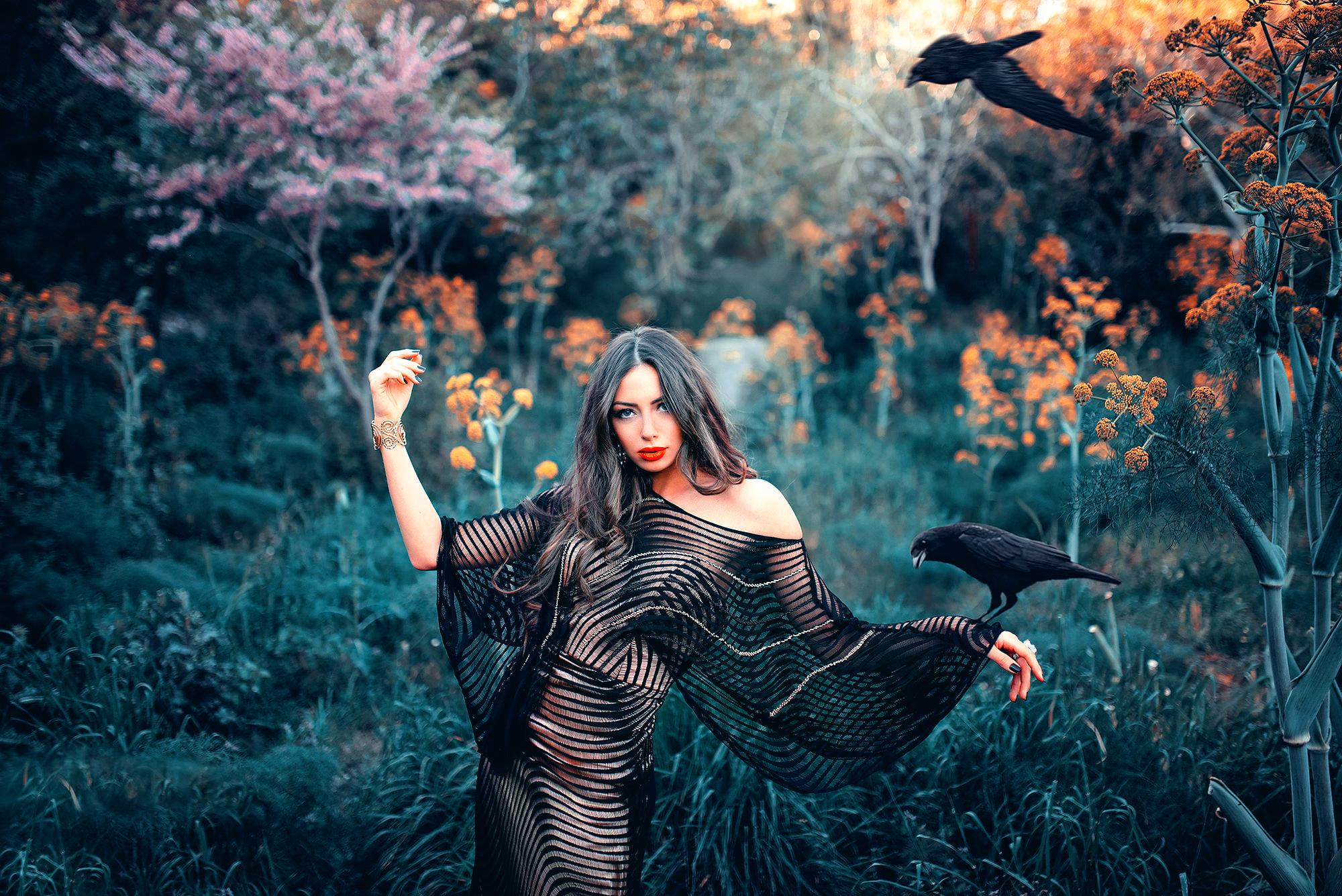 стоит чёрной птица счастья идеи для фотосессии также выгруженные товары