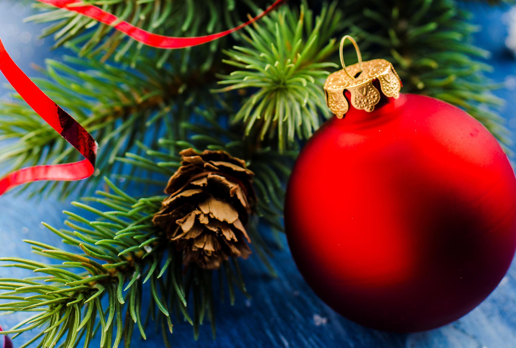 Приколы дином, открытки новогодними игрушками