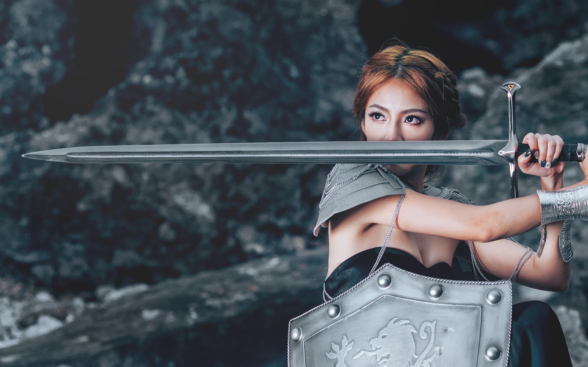 Девушка с мечом фотосессия, как трахнуть себя в жопу