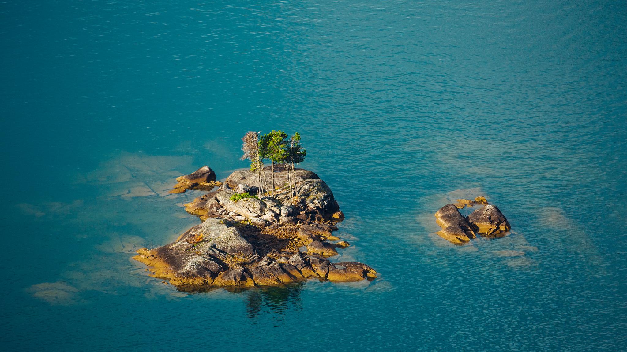 природа море деревья камни скалы  № 38494  скачать