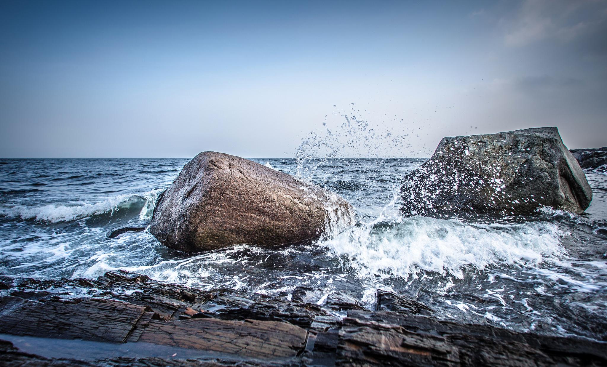 брызги вода море камень  № 2149605 бесплатно