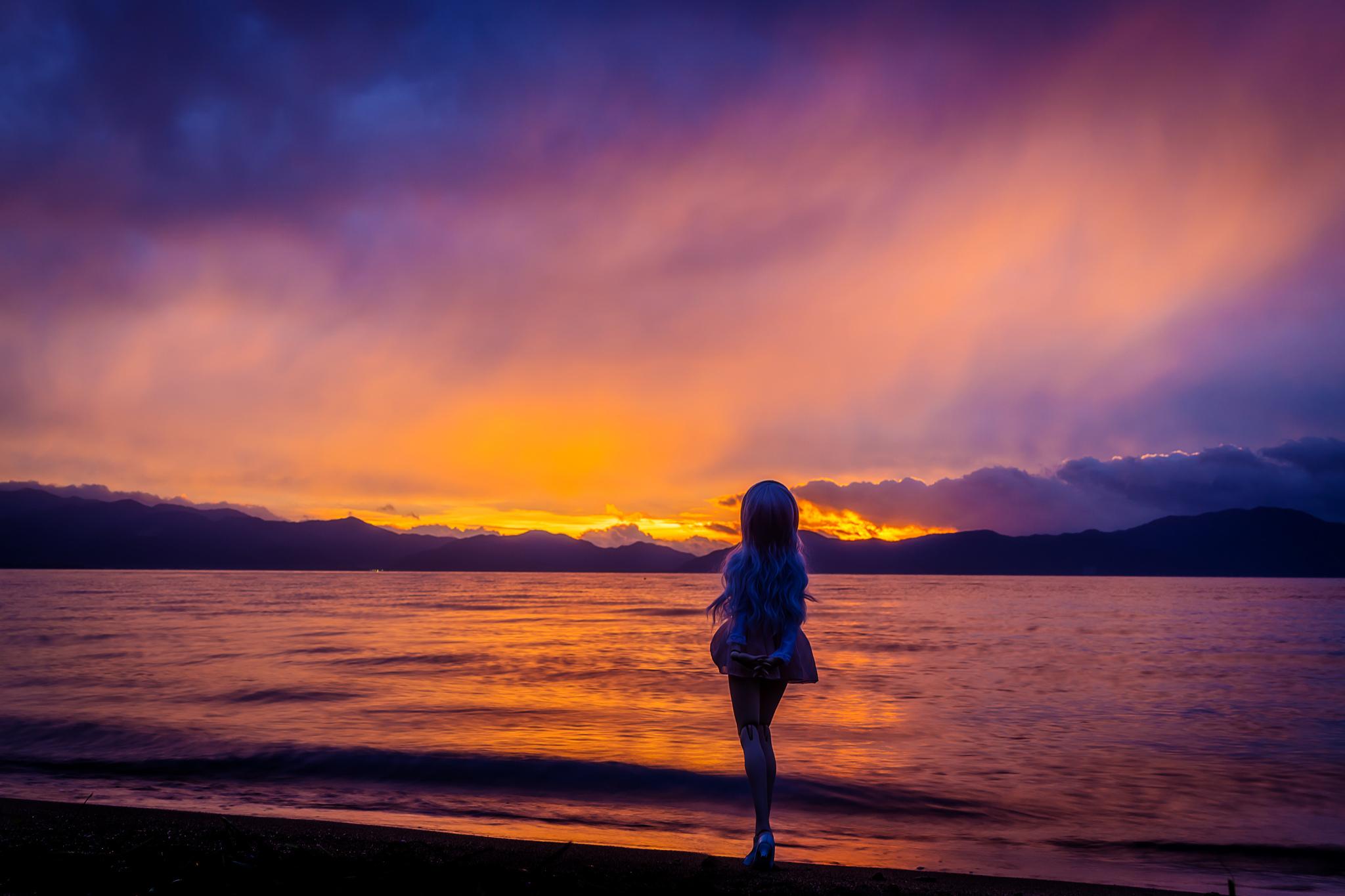 Фото девушек блондинок на море на закате