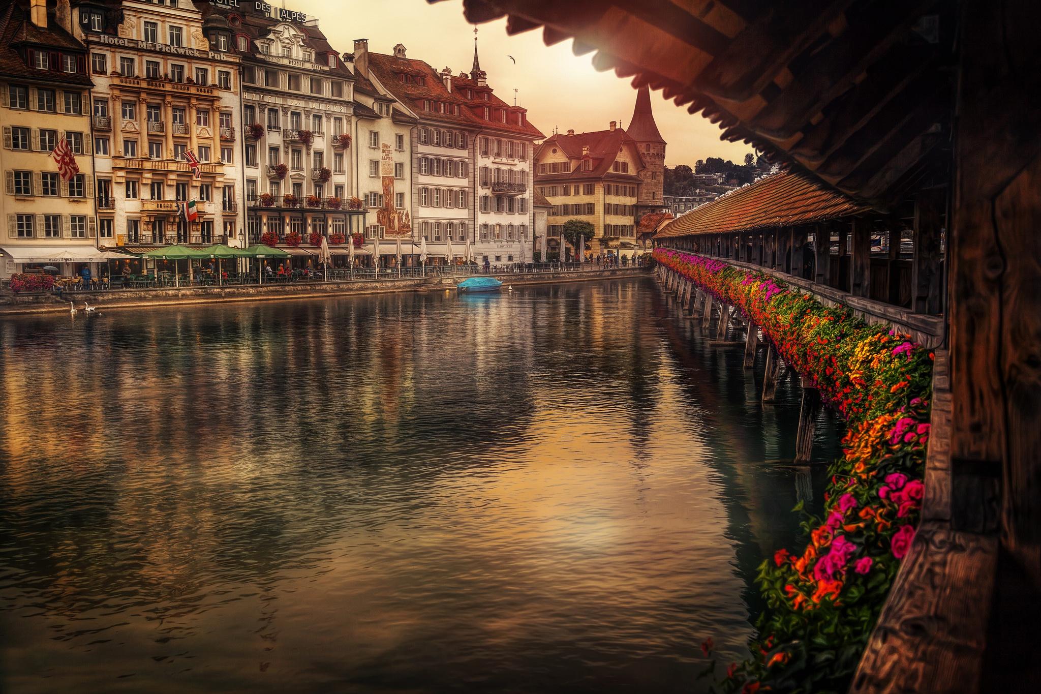 Chapel Bridge, Lucerne, Switzerland  № 1473265  скачать
