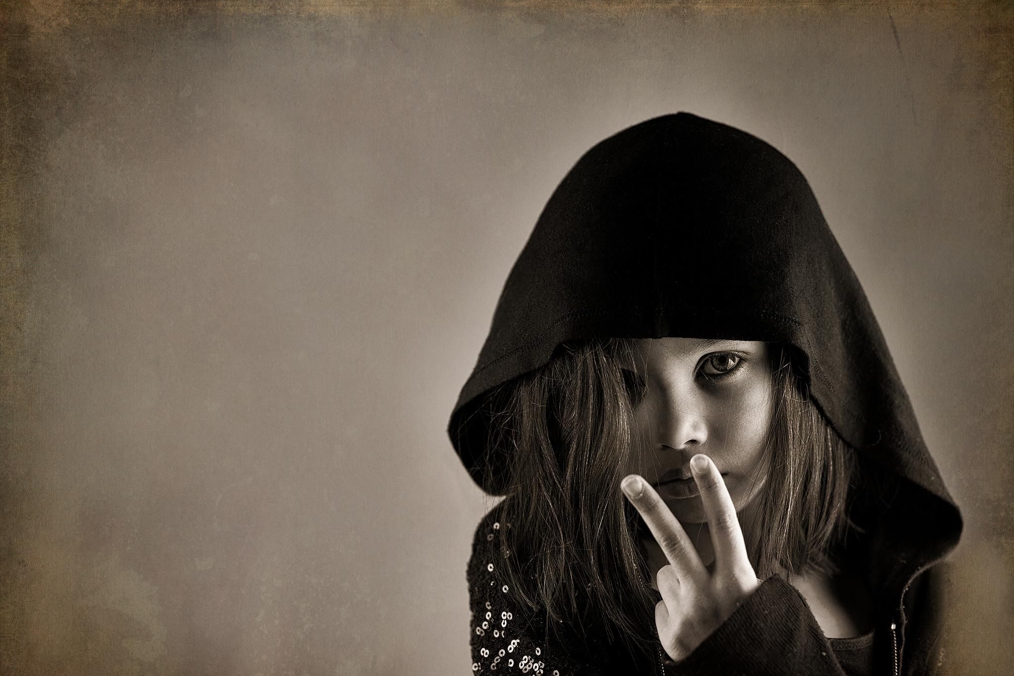 распределительный картинки девочек в капюшоне без лица трать
