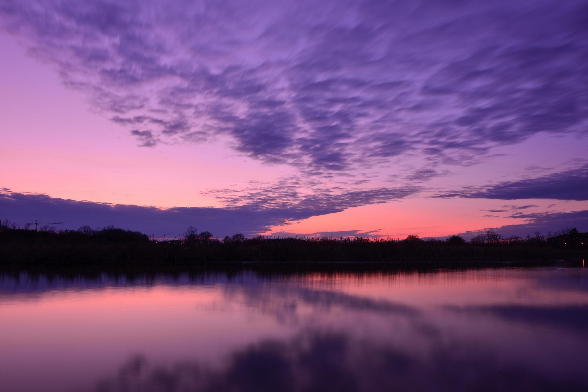 Темный закат над озером  № 3213557 загрузить