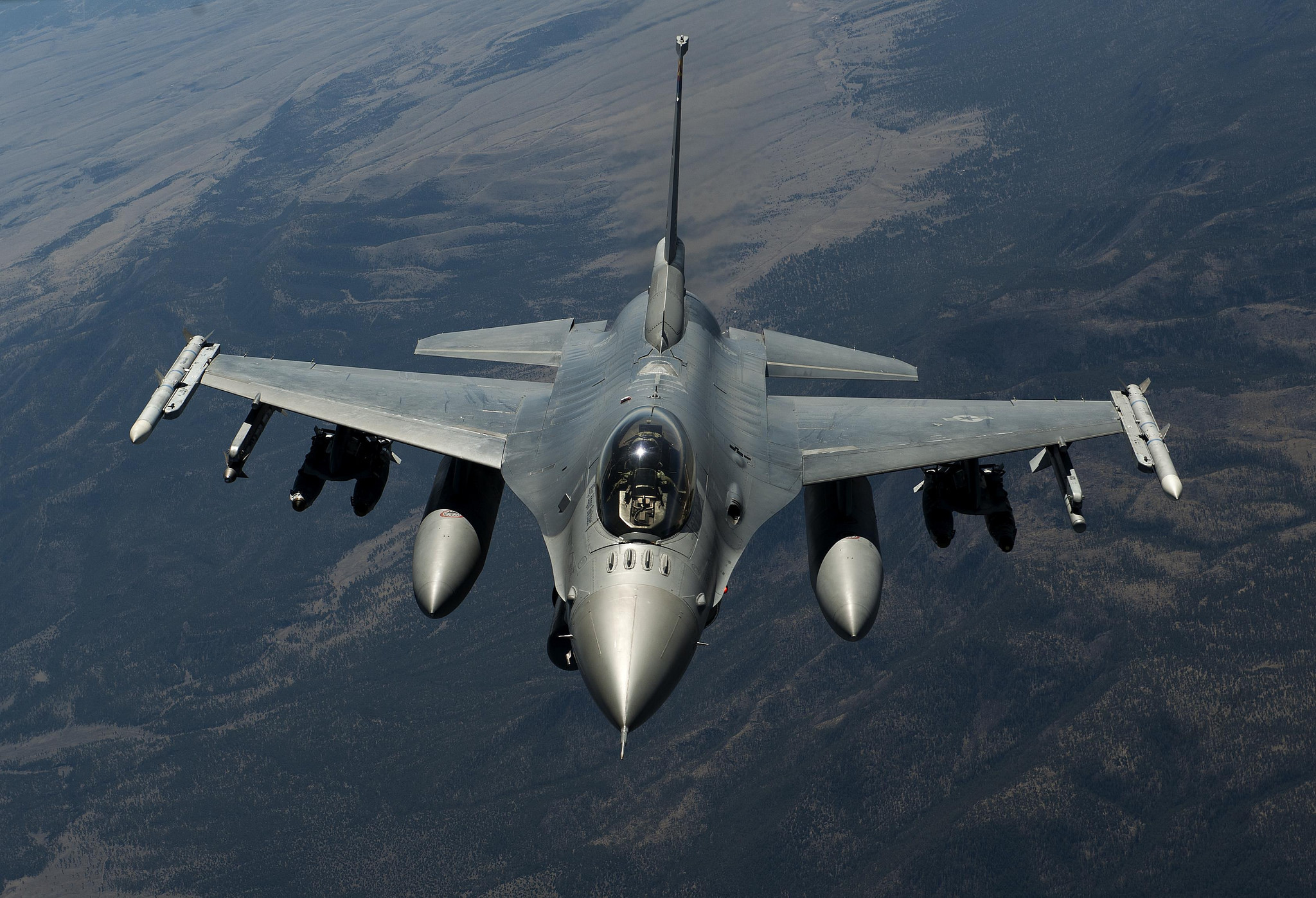 an introduction to the f 16 lockheed fighting falcon in the air combat of the united states