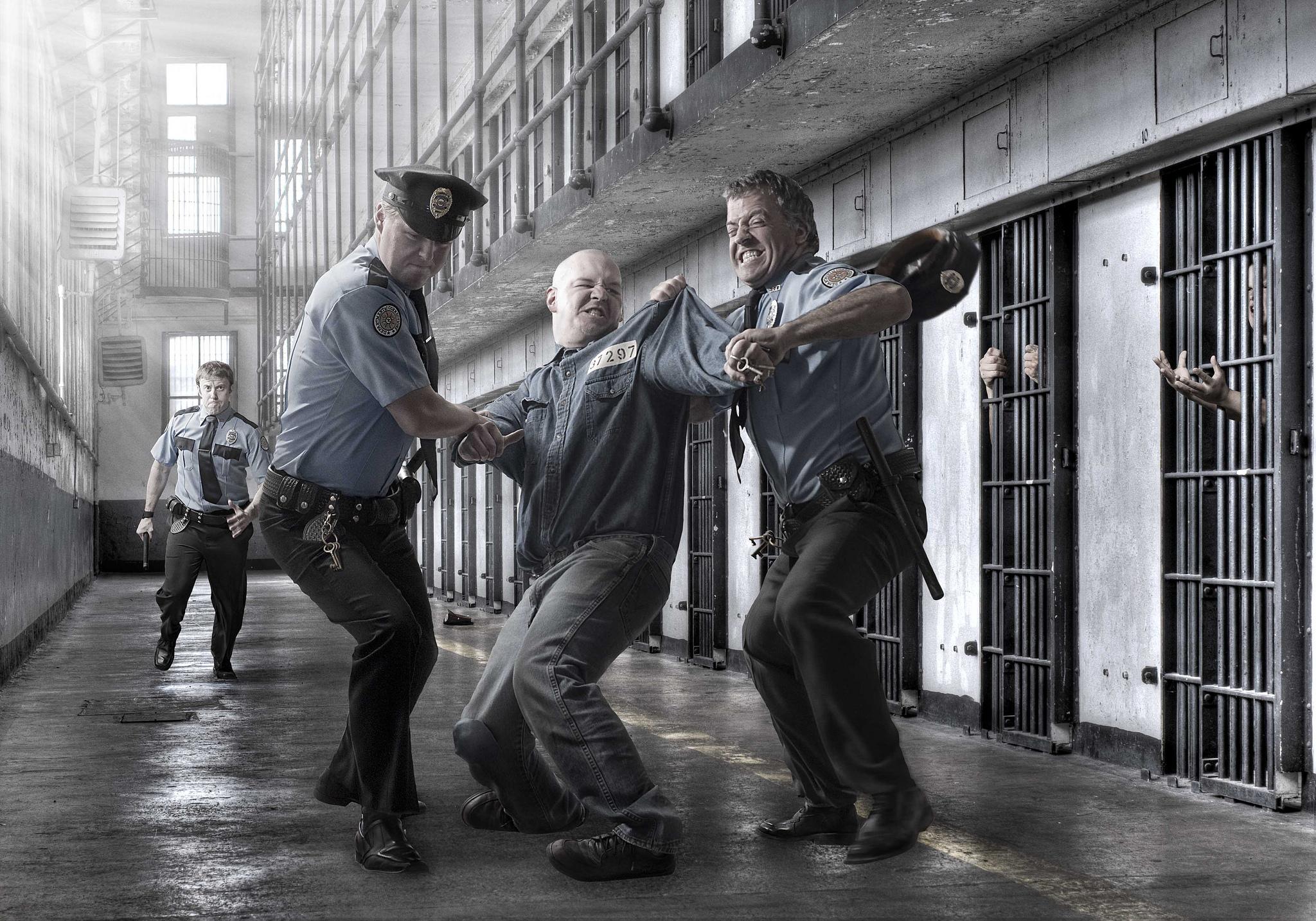 Фото в полиции на фоне стены