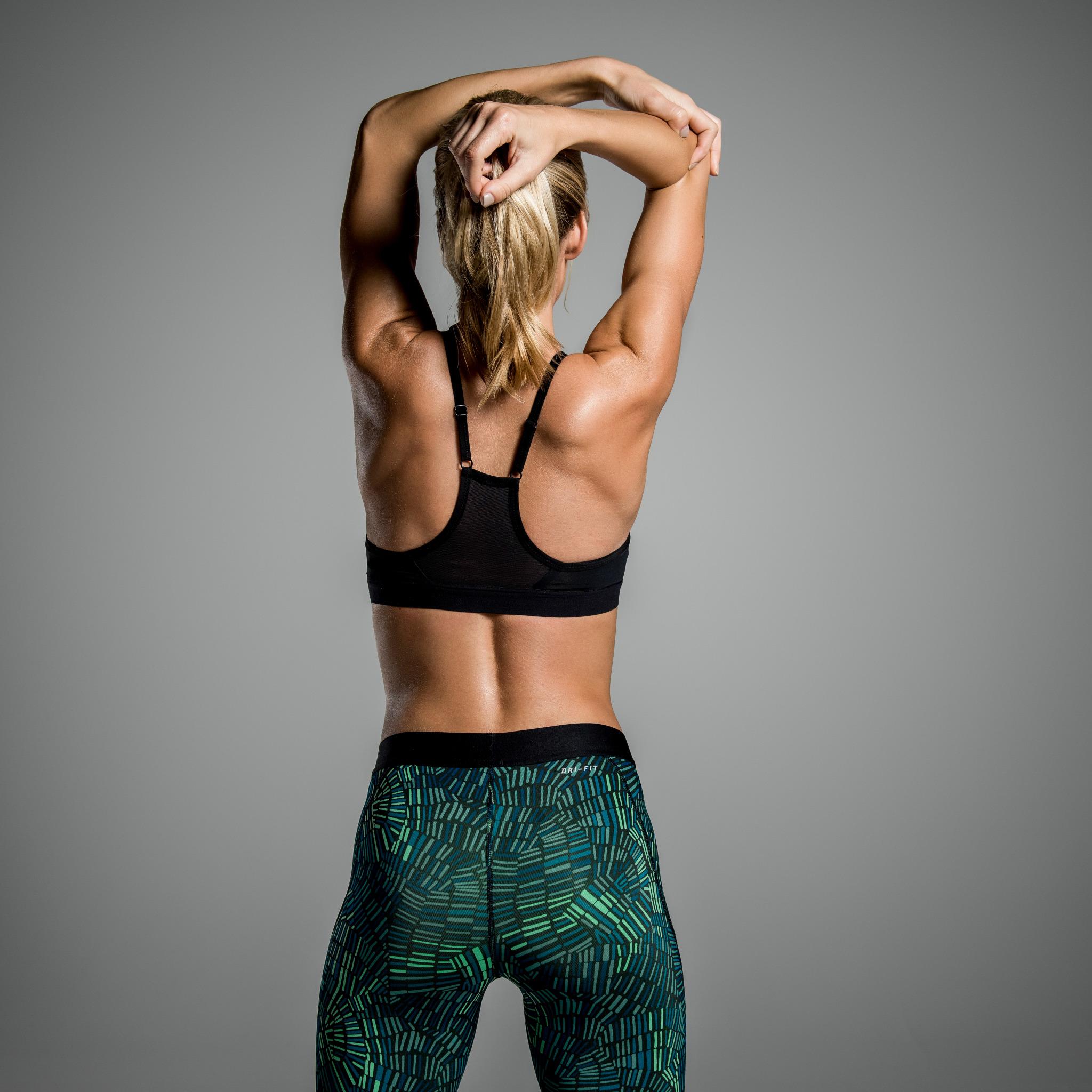 Фото спортивных моделей со спины