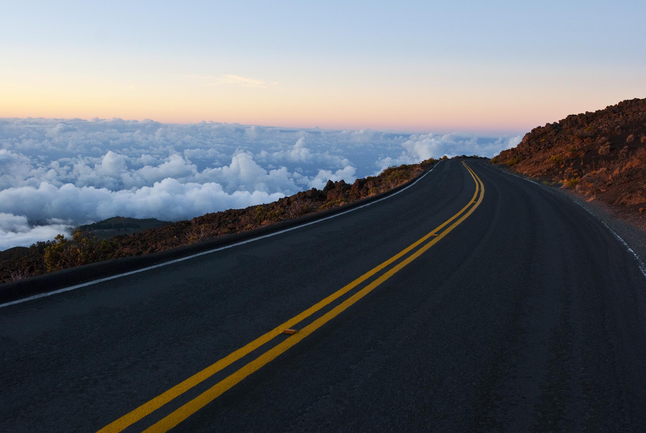 Mercedes дорога серпантин горы небо  № 2383213 загрузить