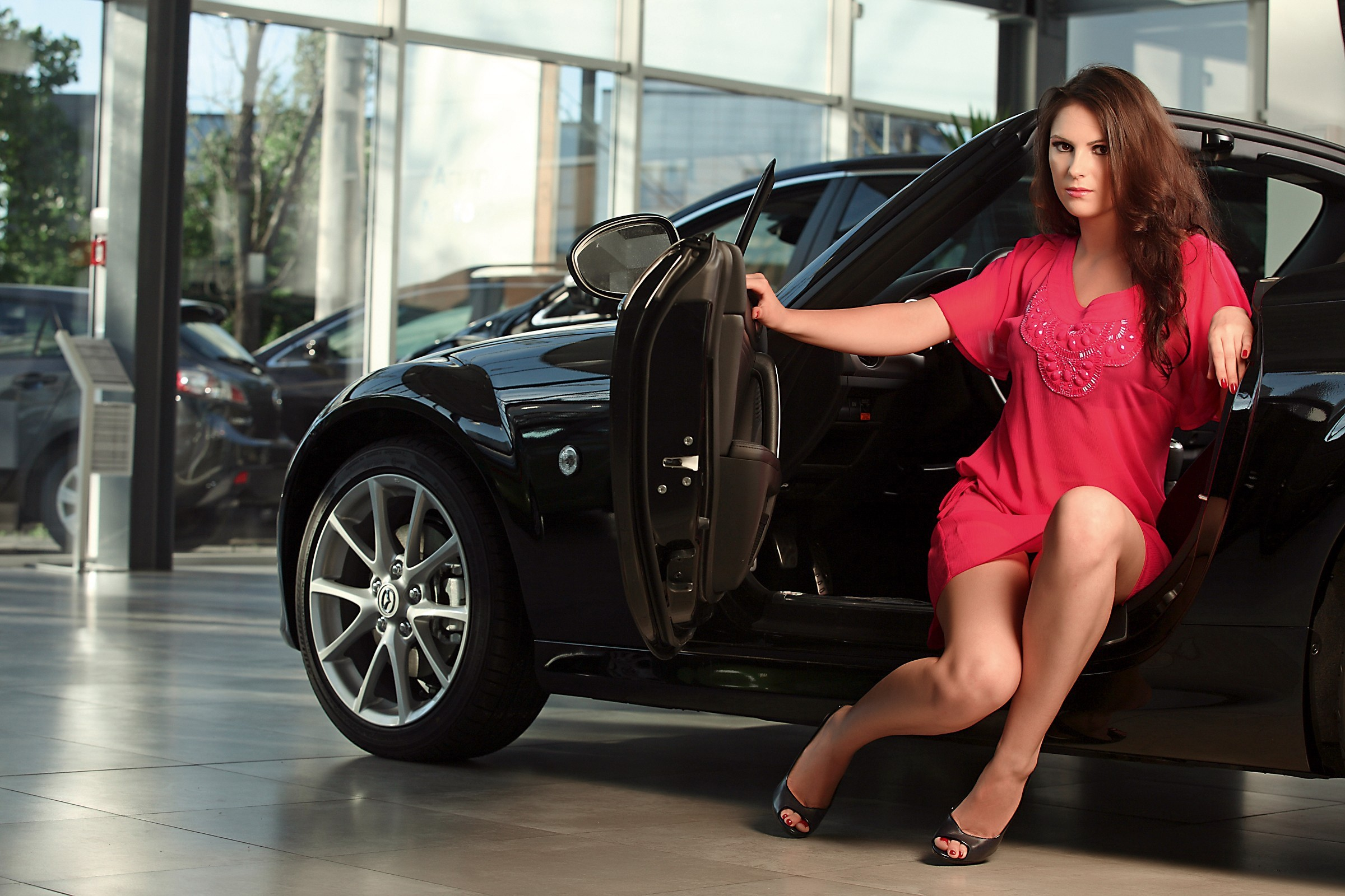 Young neked women posing on cars girlls lebanon nude
