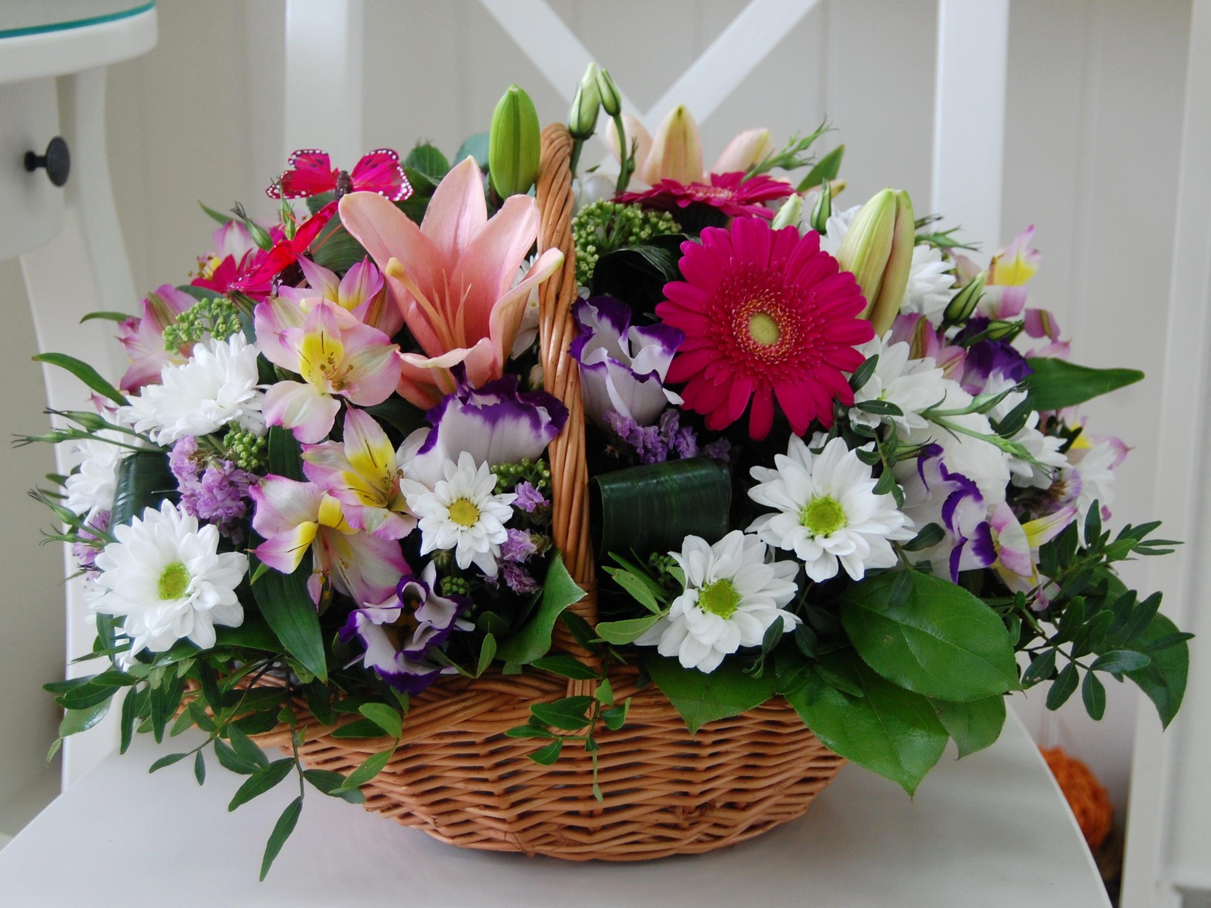 Букет цветов корзинка фото, букет бело