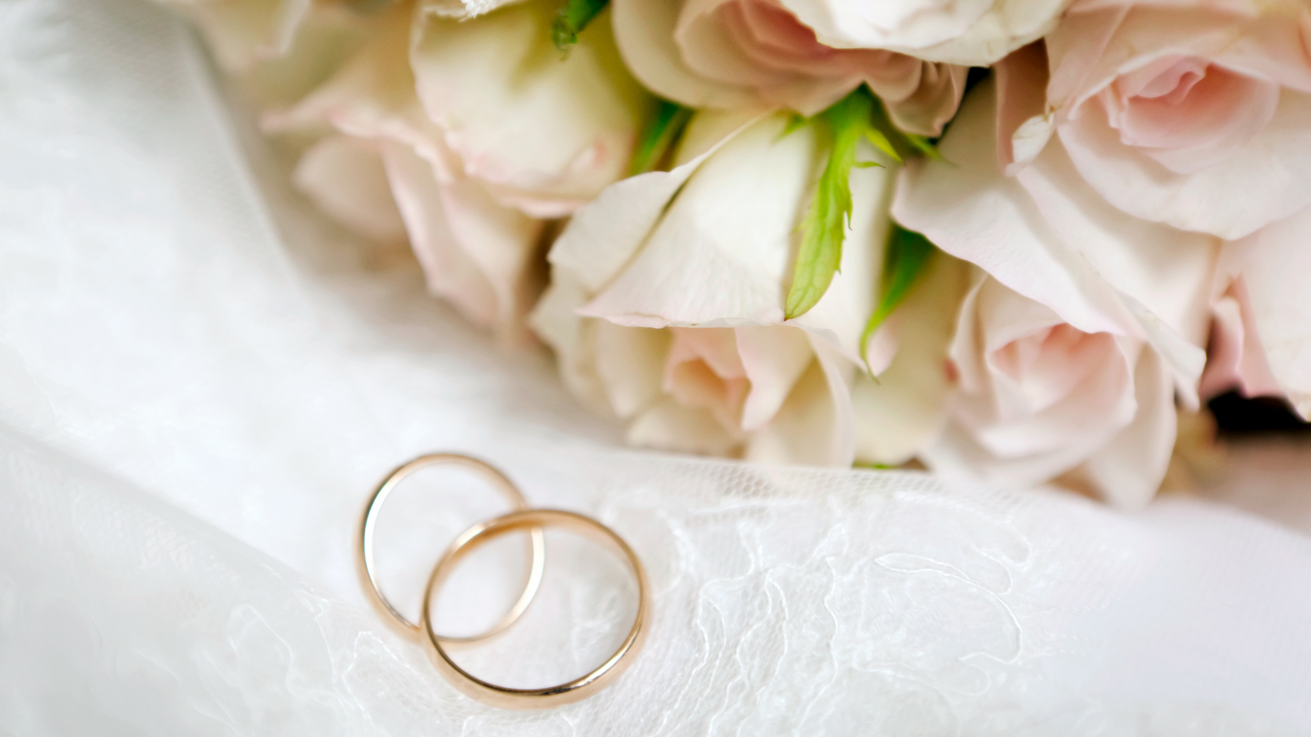 Вербное воскресенье, картинка с обручальными кольцами и цветами
