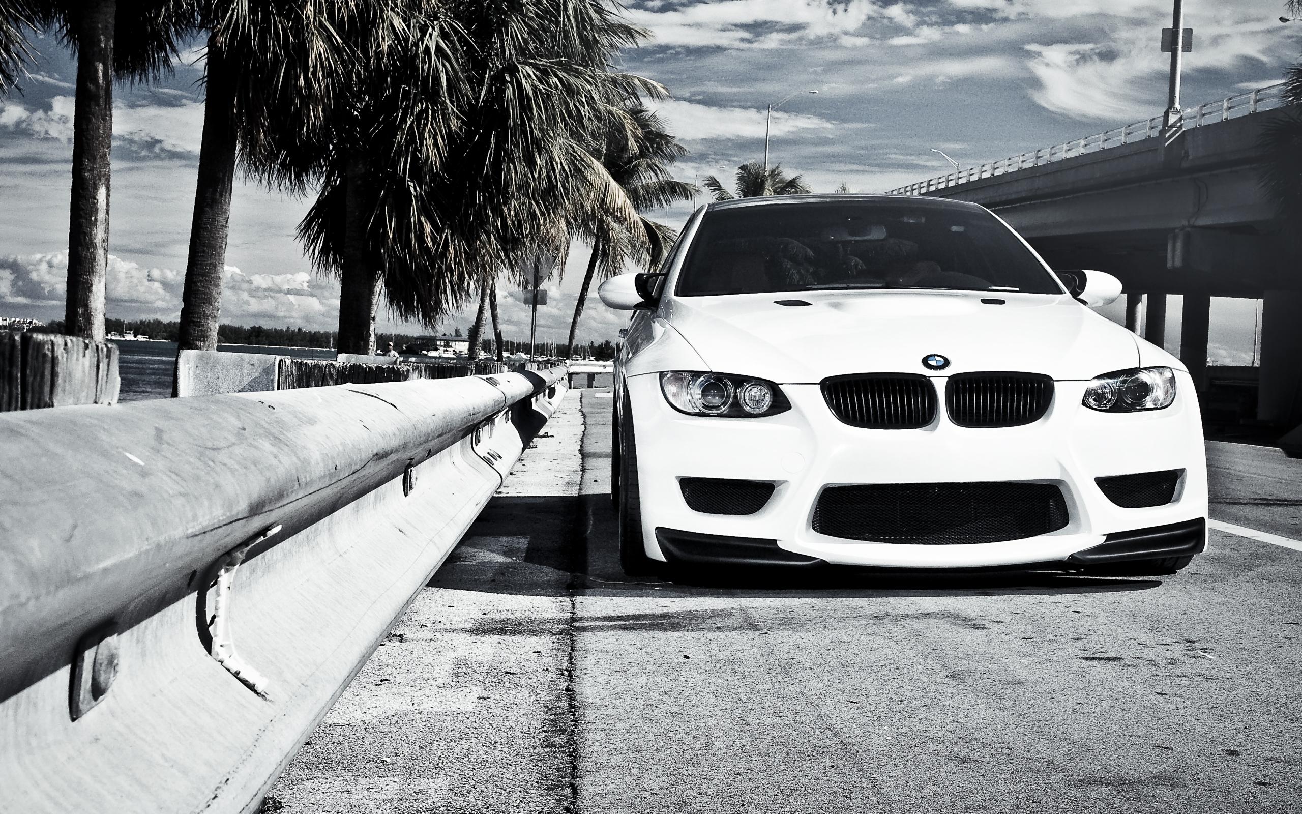 черно-бело фото BMW  № 2422829  скачать