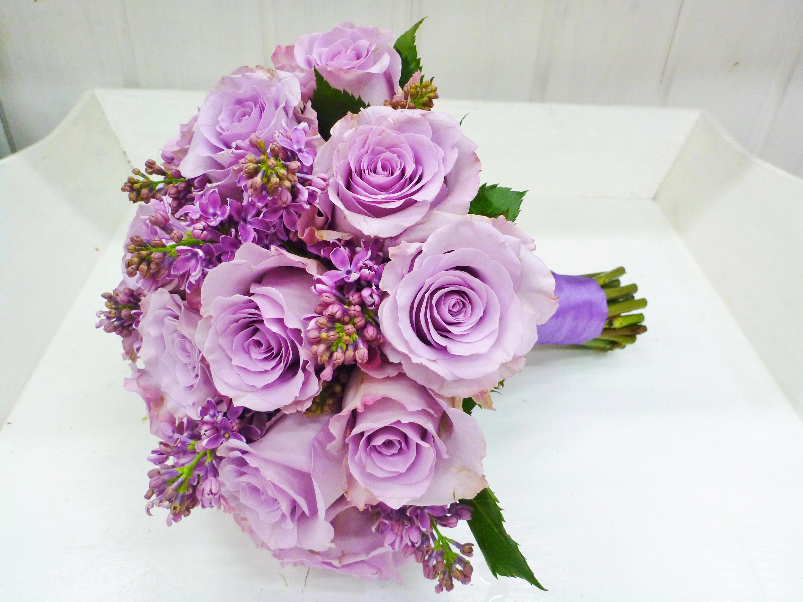 Доставка цветов, букет роз сиреневых