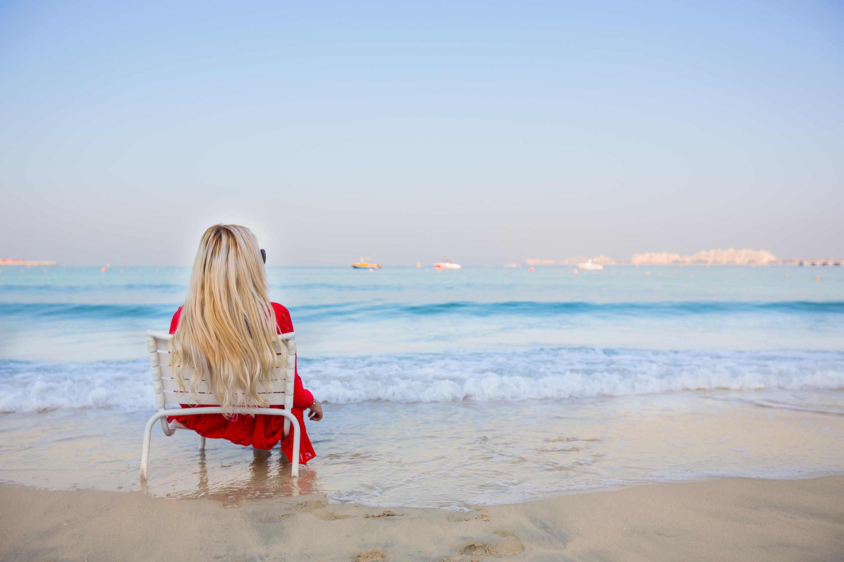 Картинки девушек со спины на море блондинок