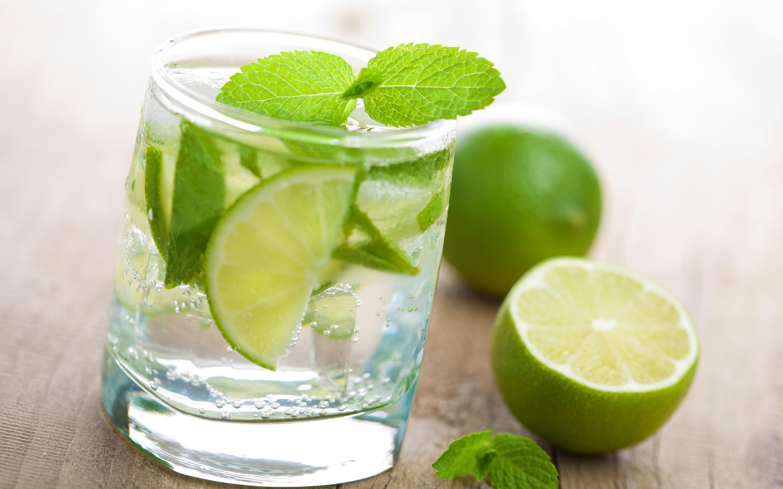 еда напитки лайм лимон апельсин клубника вишня коктейль food drinks lime lemon orange strawberry cherry cocktail  № 2154671 бесплатно