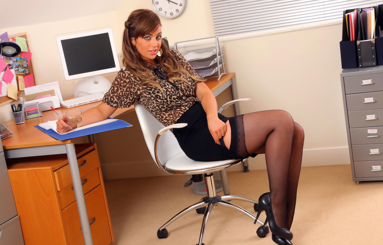 Фото секретарш под столом