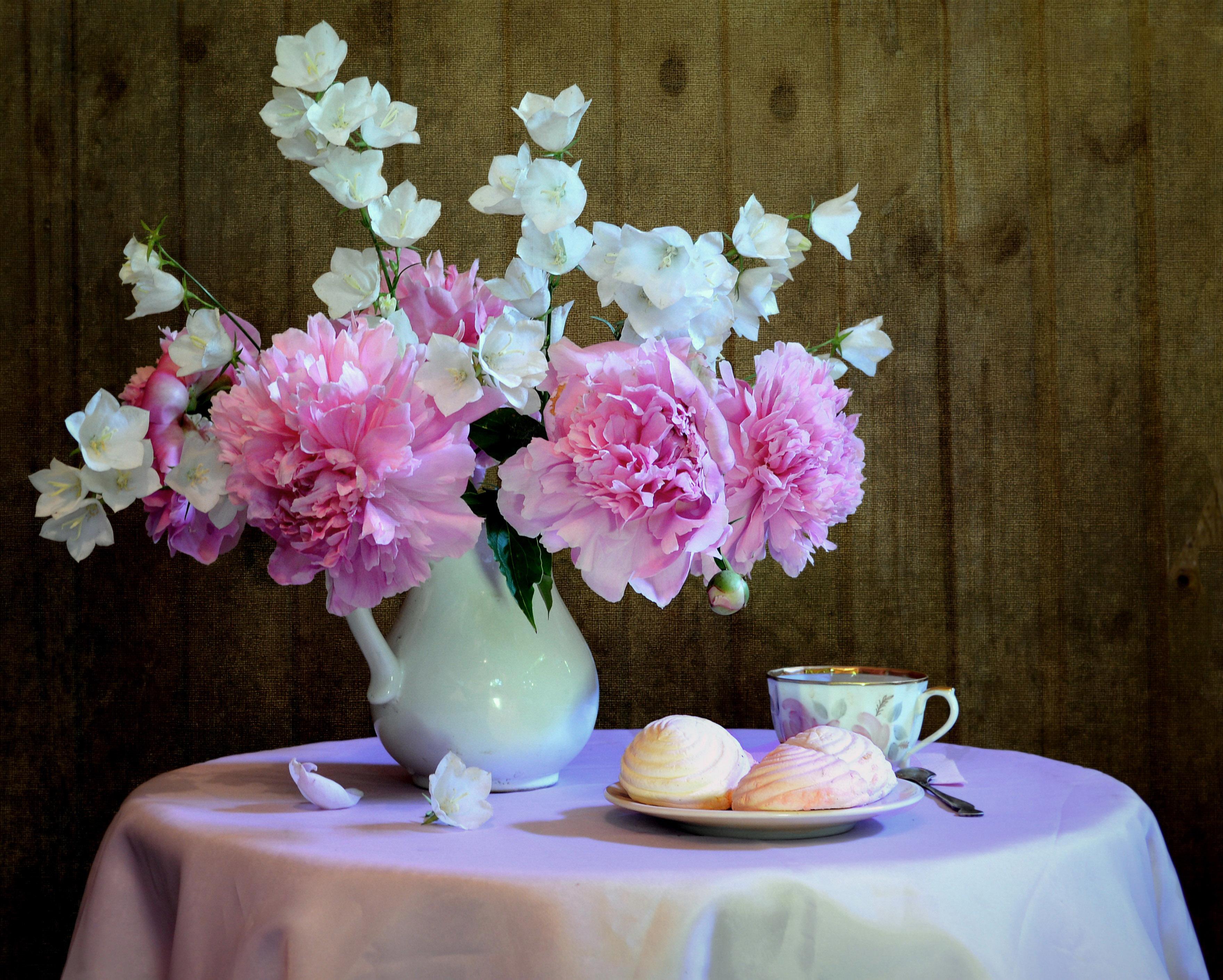 Картинки цветы в вазе на столе, надписью единственная сестра
