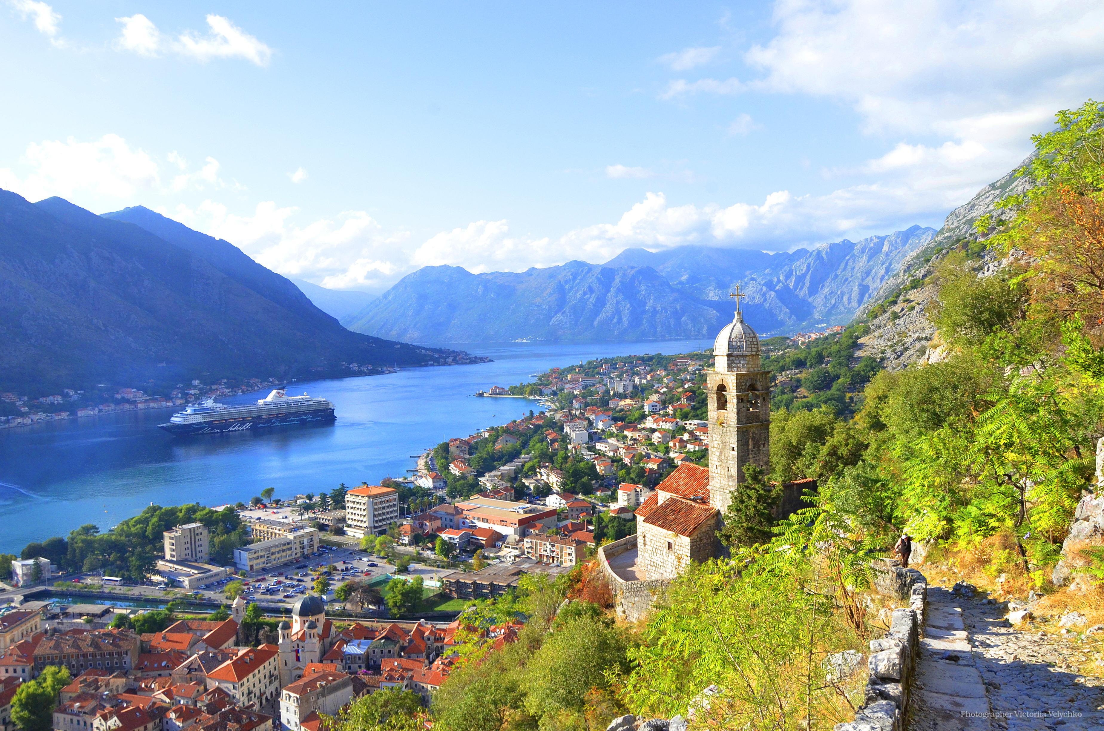 Черногория с морским побережьем, горными массивами, реками и озерами словно создана для туризма