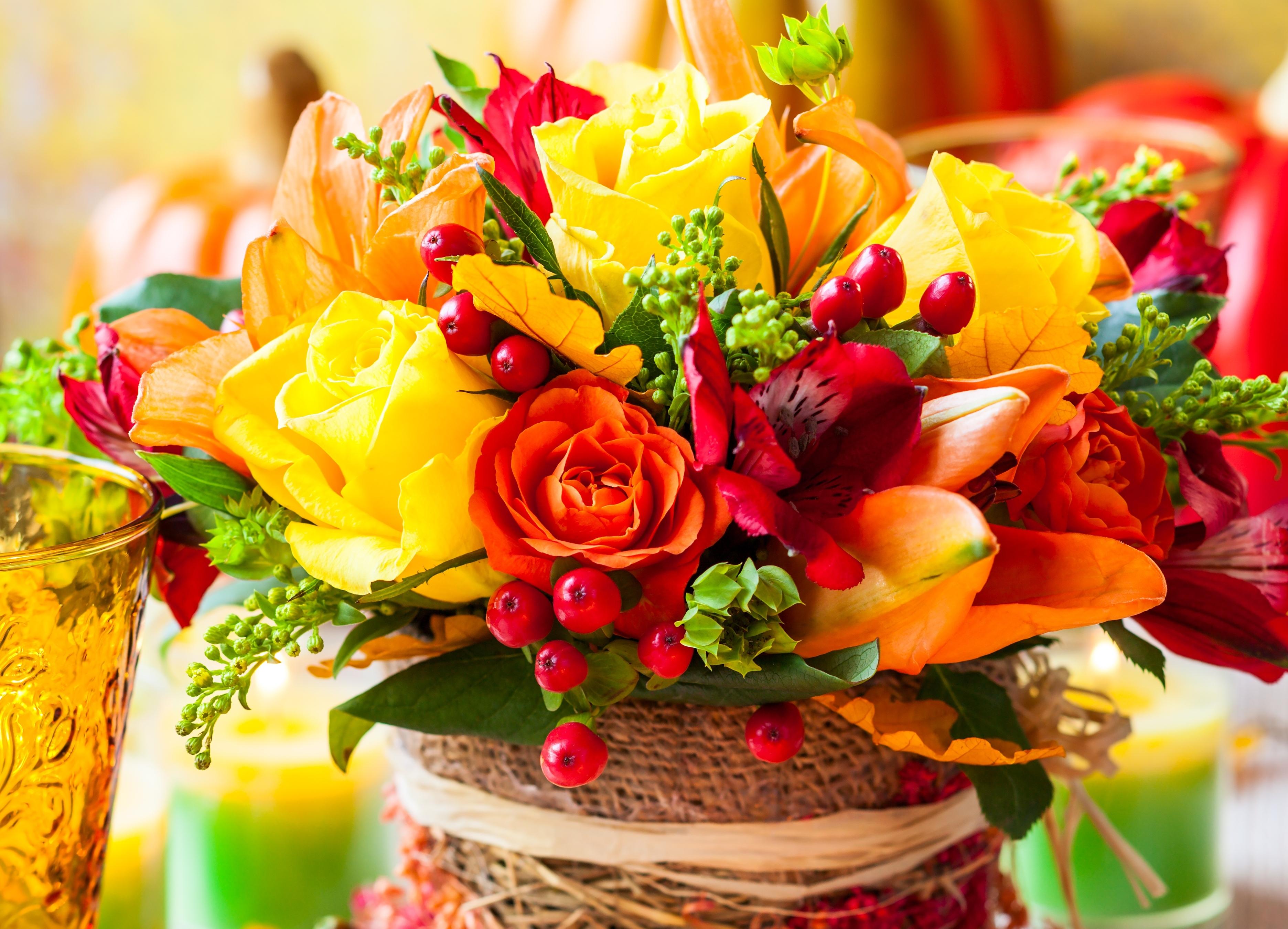 http://img3.goodfon.ru/original/3744x2699/7/bb/buket-cvety-rozy-yagody.jpg