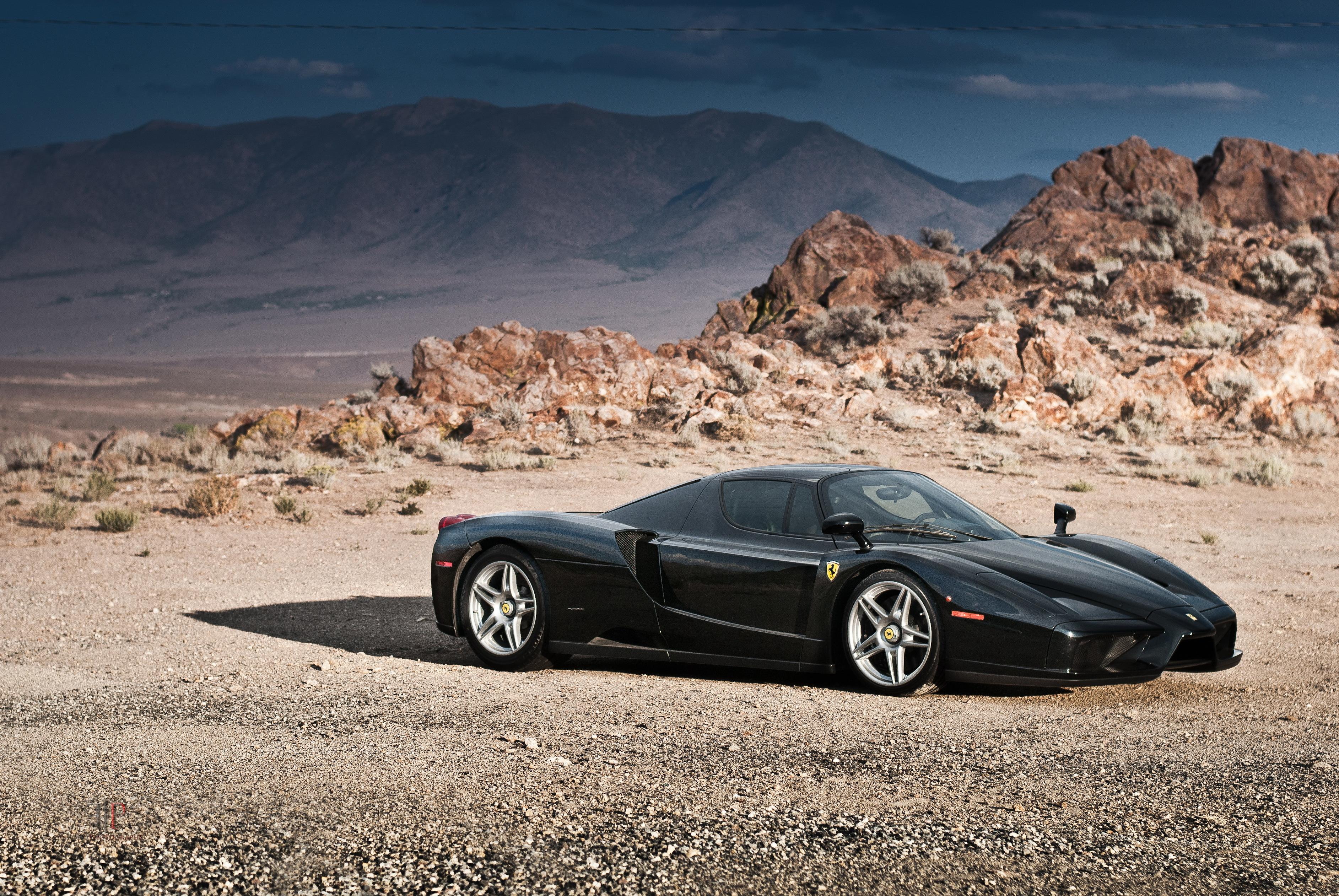 Черный спортивный автомобиль Ferrari Enzo  № 2892593  скачать